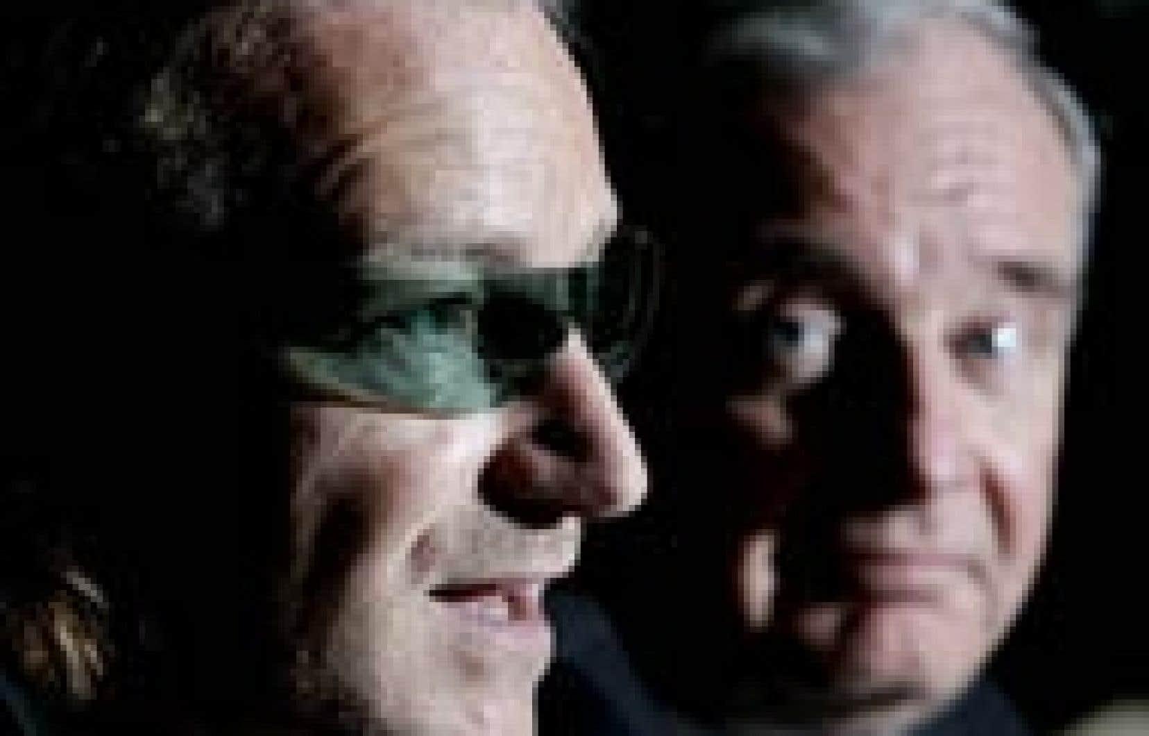 Le premier ministre Paul Martin cache de plus en plus mal son intention de déclencher des élections générales plut tôt que tard. Quoi de mieux pour courtiser les jeunes que de se faire photographier avec Bono qui, hier, était à Ottawa pour saluer