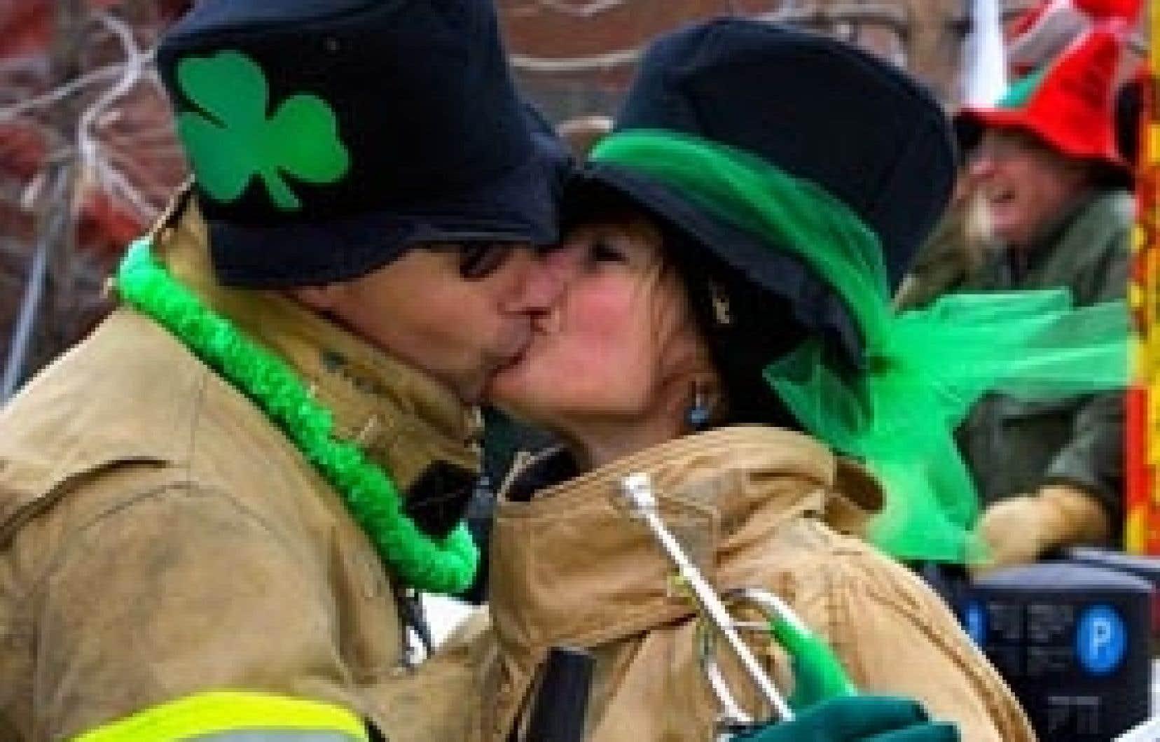 La parade de la St-Patrick débutera demain, à midi, à l'angle des rues Sainte-Catherine et Du Fort, pour se diriger vers l'est.