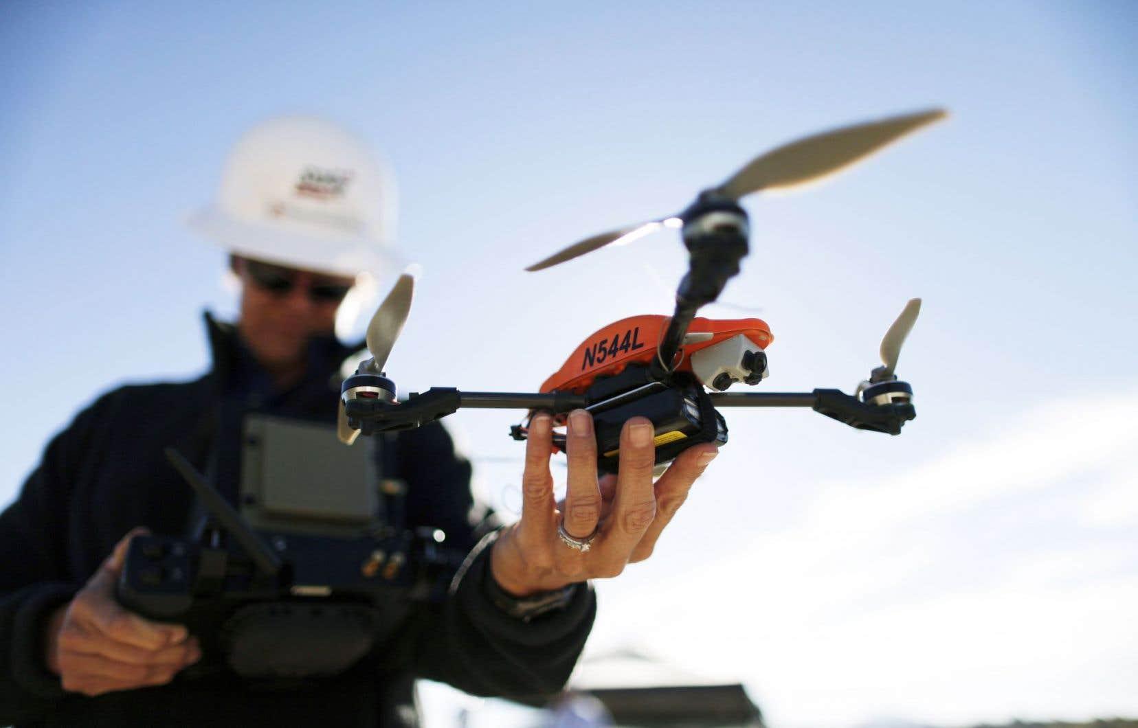 Les drones peuvent servir à inspecter diverses infrastructures, dont des ponts et des bâtiments.