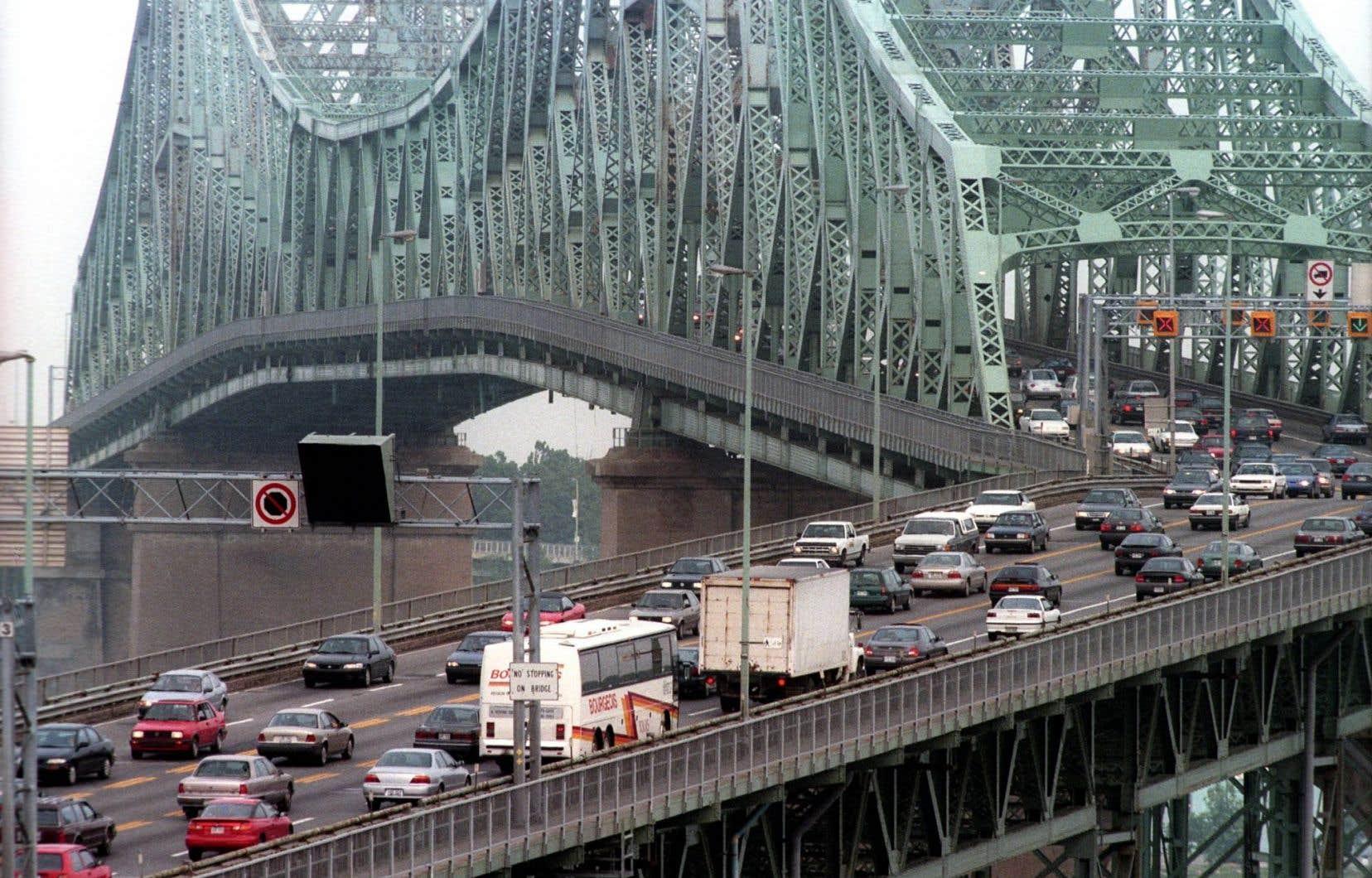 La collision s'est produite sur la piste cyclable se trouvant du côté ouest du pont Jacques-Cartier, dans la dernière portion du pont, à l'approche de Montréal.