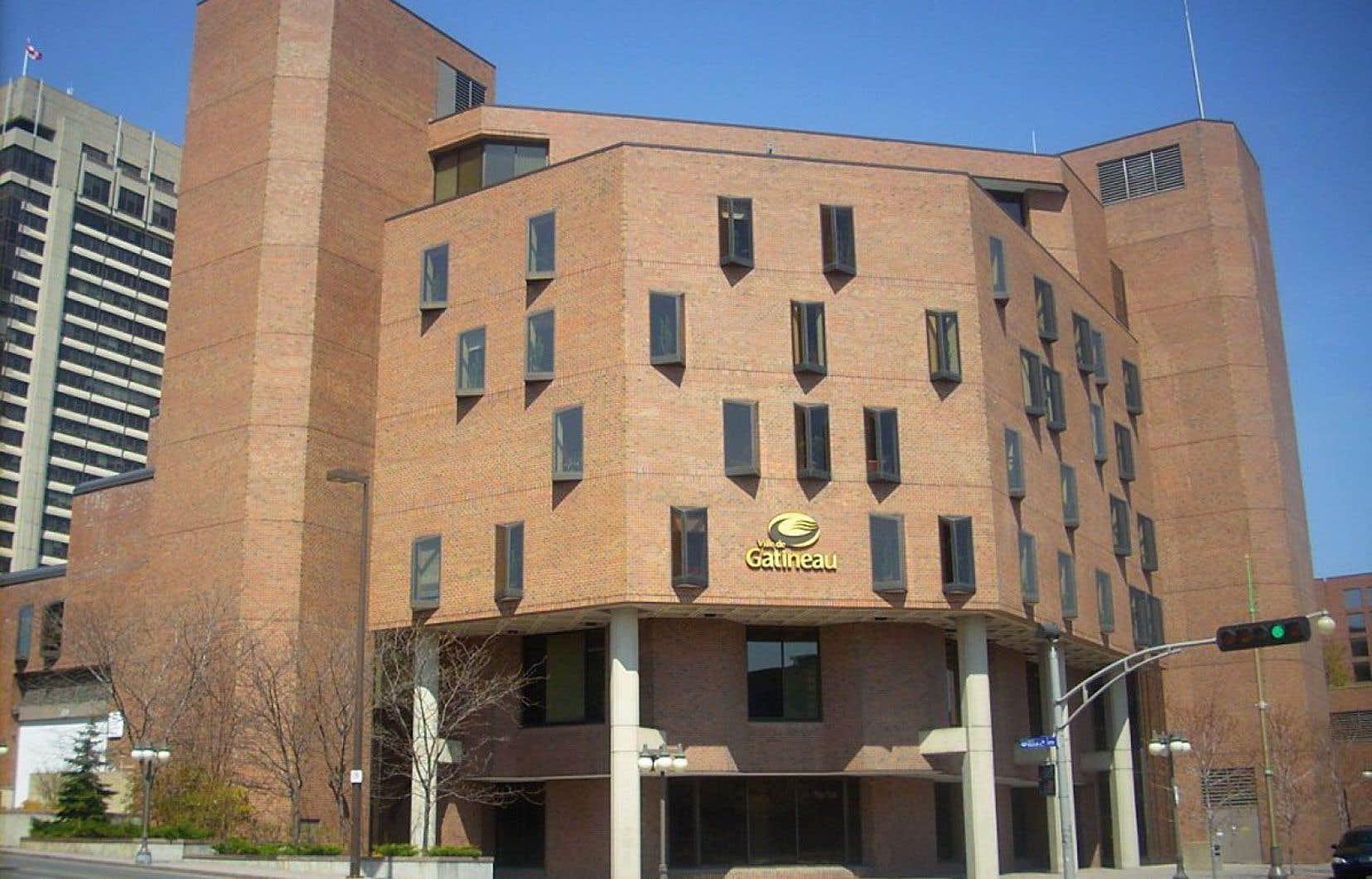 La municipalité de Gatineau, qui avait affiché un poste exigeant de pouvoir communiquer en anglais, a été déboutée par la Cour supérieure en juin.