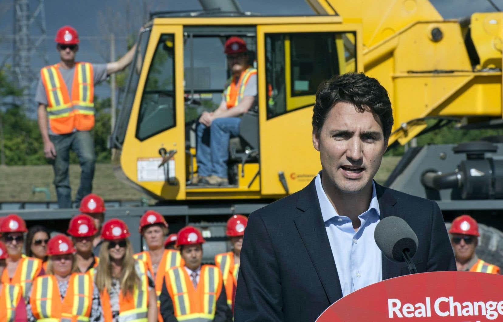 Le plan libéral consiste à doubler les investissements prévus en infrastructures (de 65 à 125 milliards $) au cours de la prochaine décennie.