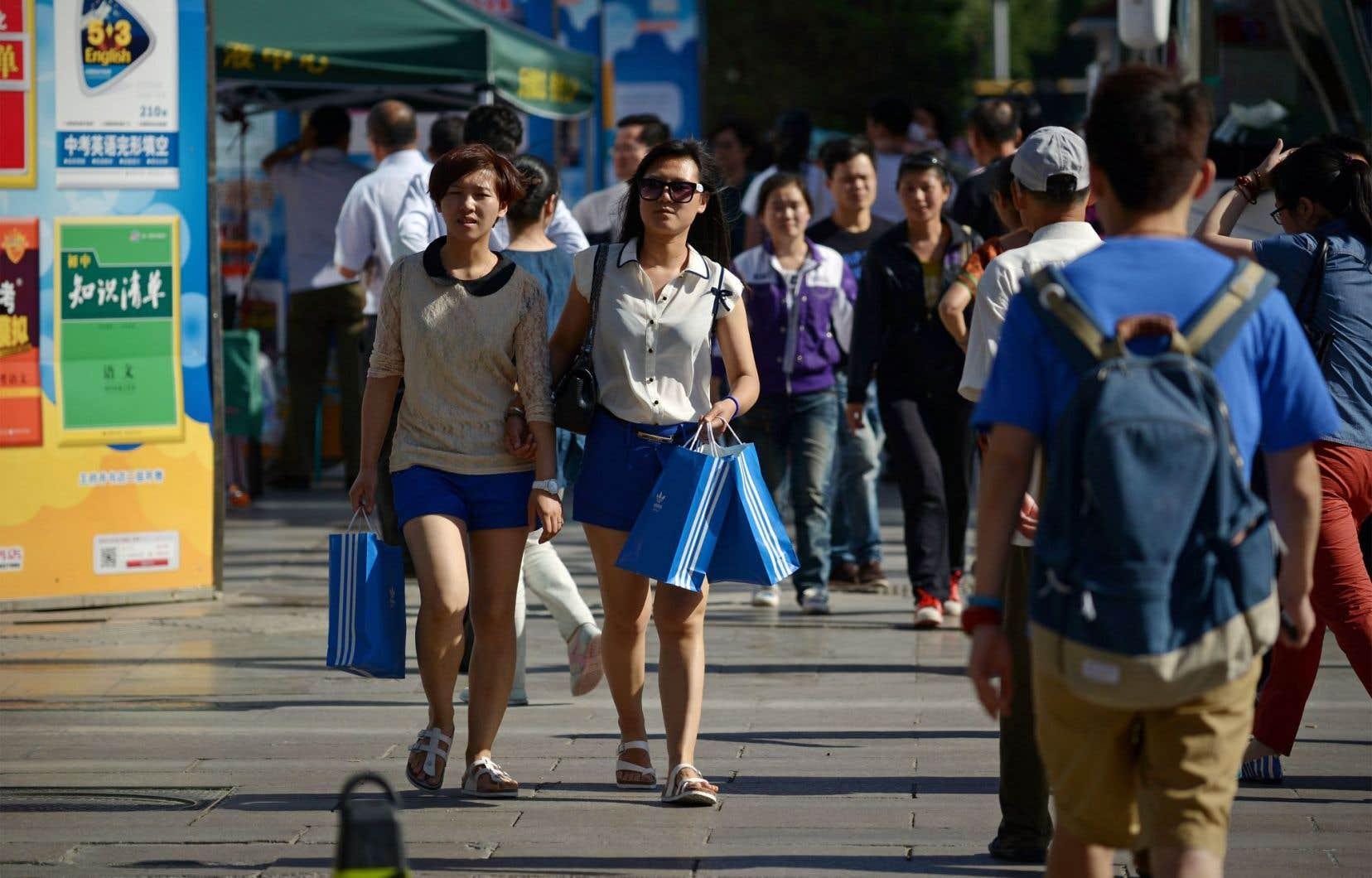 Pékin tente de reformuler son modèle économique pour s'appuyer davantage sur la consommation.