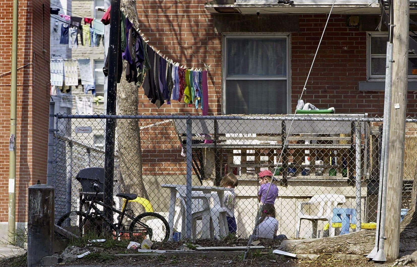 À Montréal,près de 41 % des locataires (soit 210 000 ménages) affectent désormais plus de 30 % de leurs revenus à leur loyer.