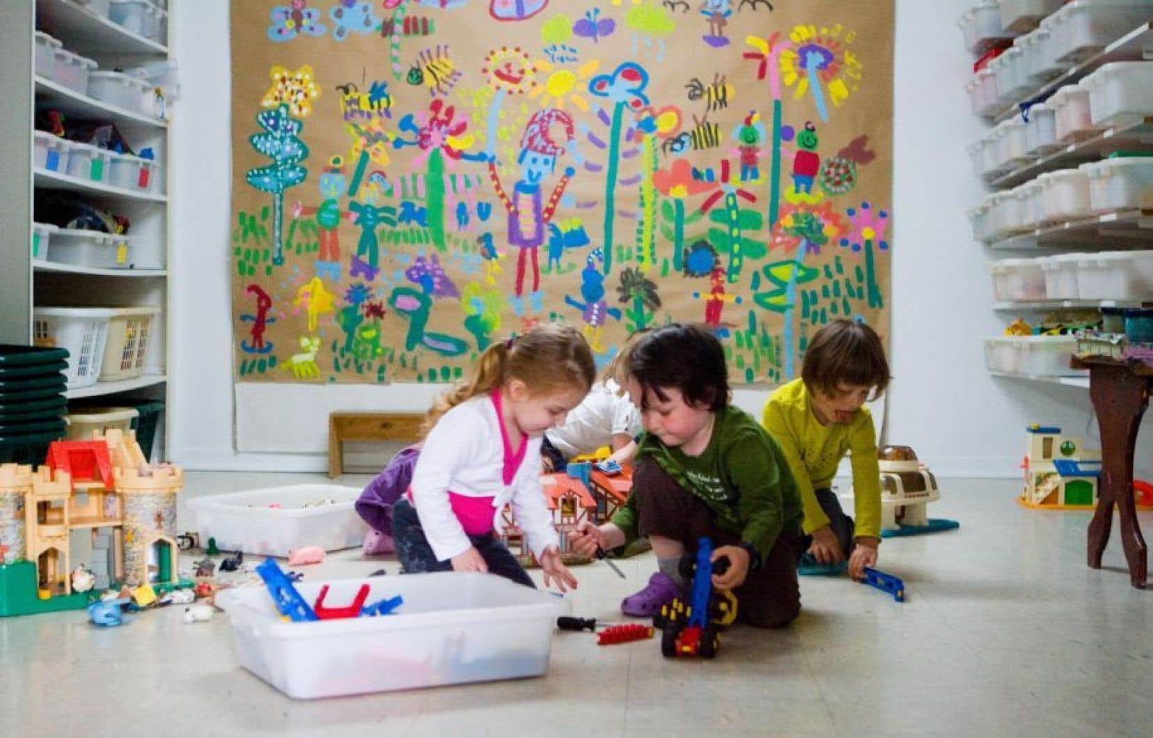 La ministre de la Famille, Francine Charbonneau, aurait affirmé récemment qu'il n'y avait pas de différence entre un service de garde en Centre de la petite enfance et une garderie commerciale.
