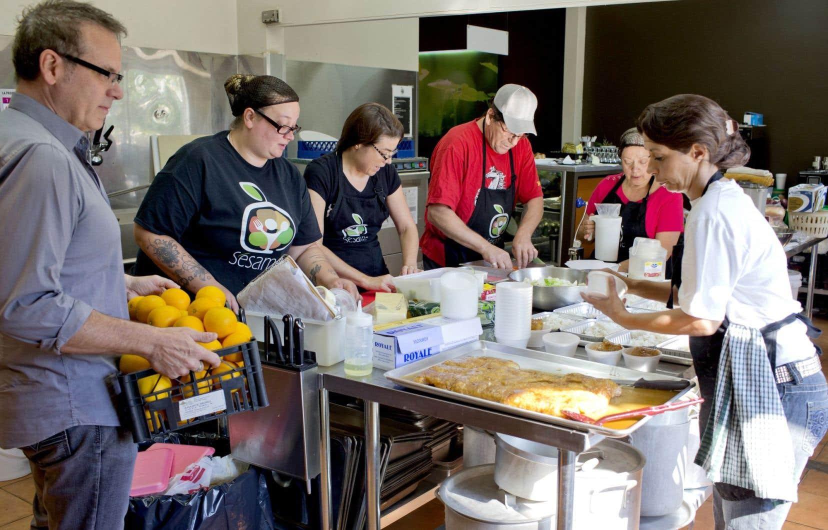 En plus d'offrir des produits peu chers, l'organisation montréalaise Le Sésame favorise la socialisation.