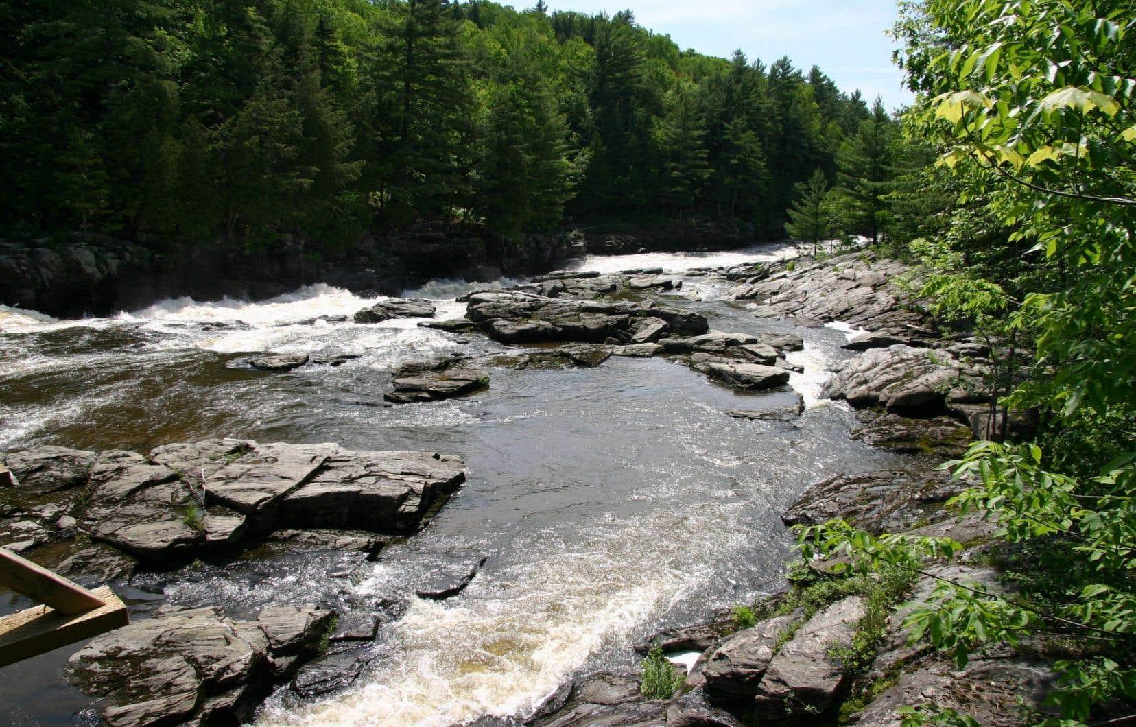 Le pipeline de TransCanada traversera le territoire de 69 municipalités québécoises, des milieux naturels et 641 cours d'eau, dont plusieurs servent de source d'eau potable.