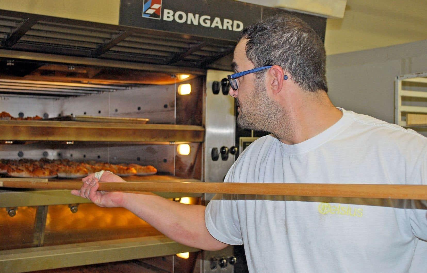 Le boulanger Benoît Thibault est de ceux qui s'inspirent du passé et ne commettent pas les erreurs qu'entraîne l'industrialisation du pain.