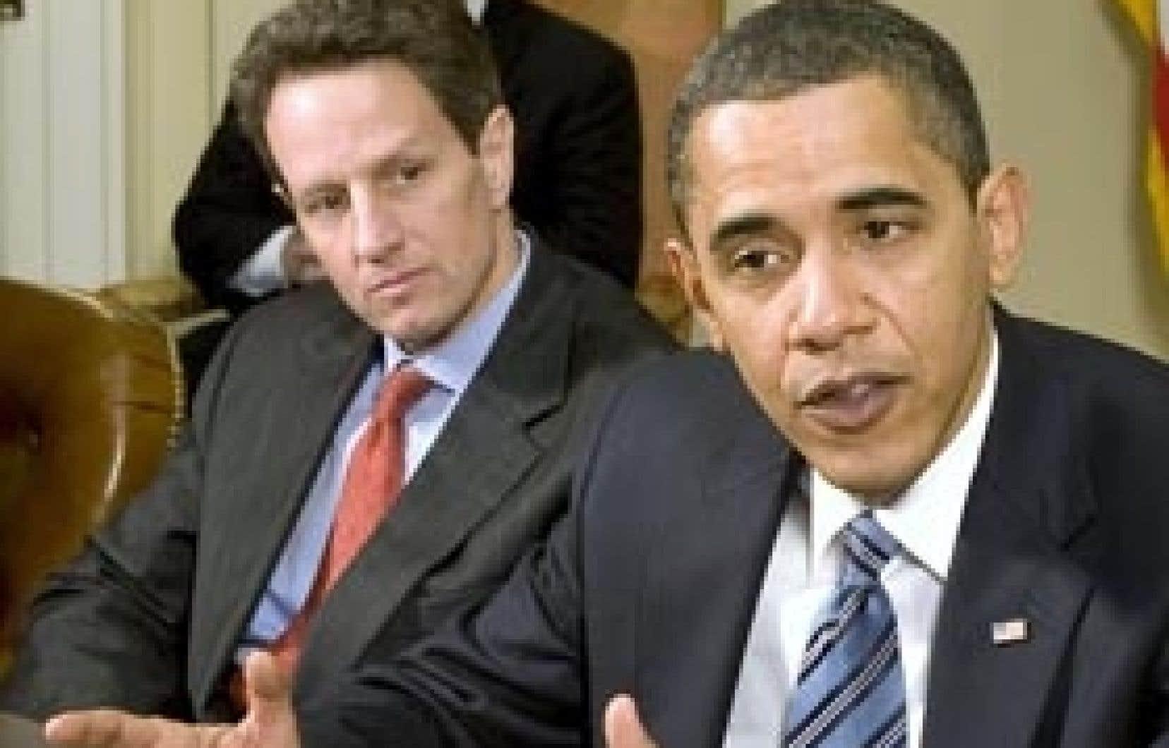 Barack Obama en compagnie du secrétaire au Trésor, Timothy Geithner, hier, à Washington.