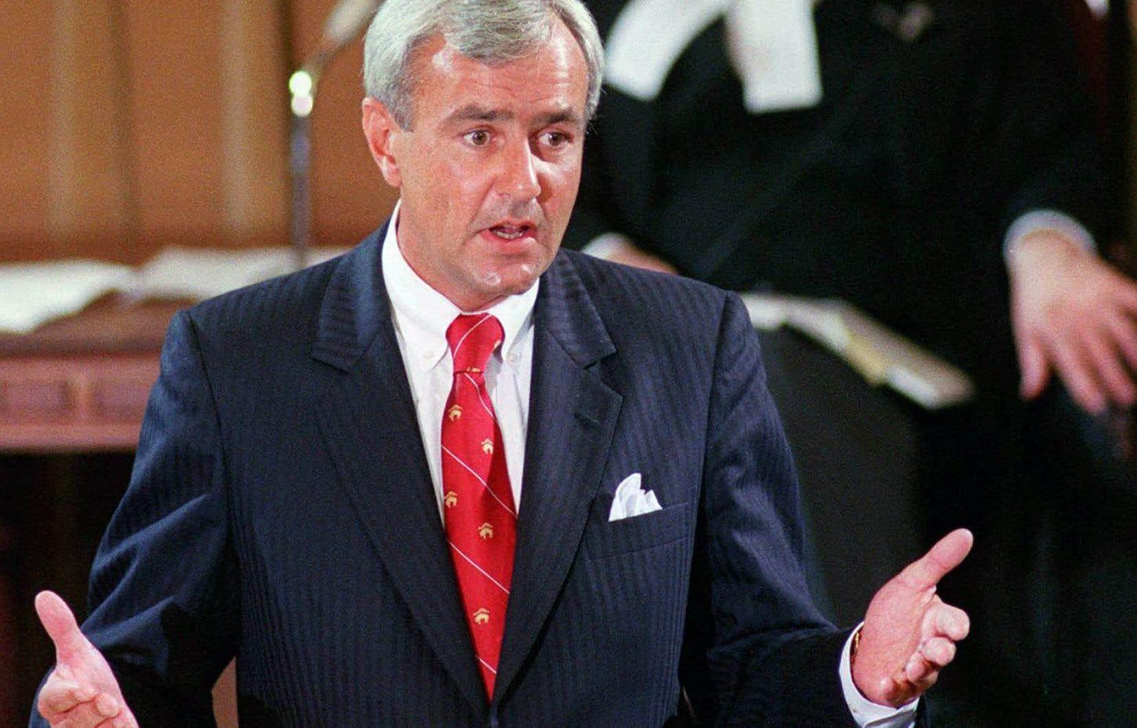 Le premier ministre ontarien de l'époque, David Peterson, en juin1990, lors d'un discours à l'Assemblée de Terre-Neuve