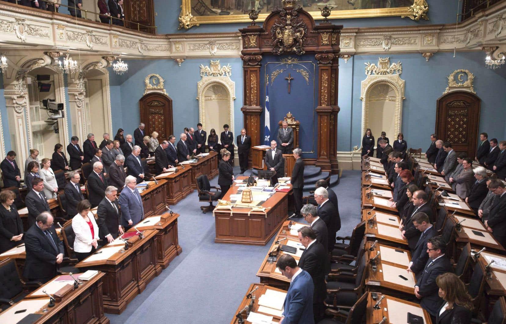 À l'Assemblée nationale du Québec, on compte 33 femmes sur 122 membres, ce qui représente un mince 27%.