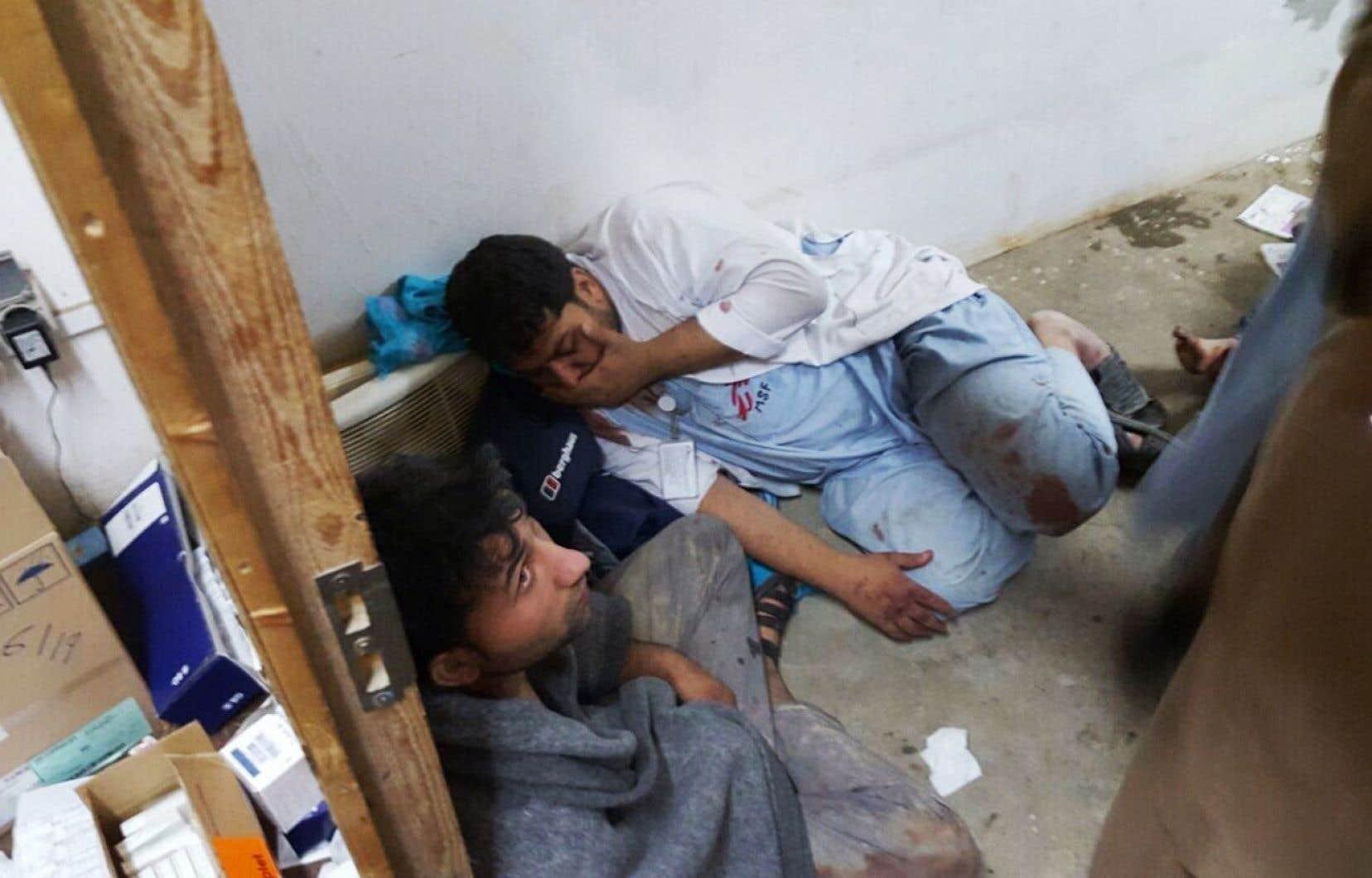 Au moment du bombardement, 105 patients et 80 membres du personnel, des Afghans et des étrangers, étaient présents dans l'hôpital.