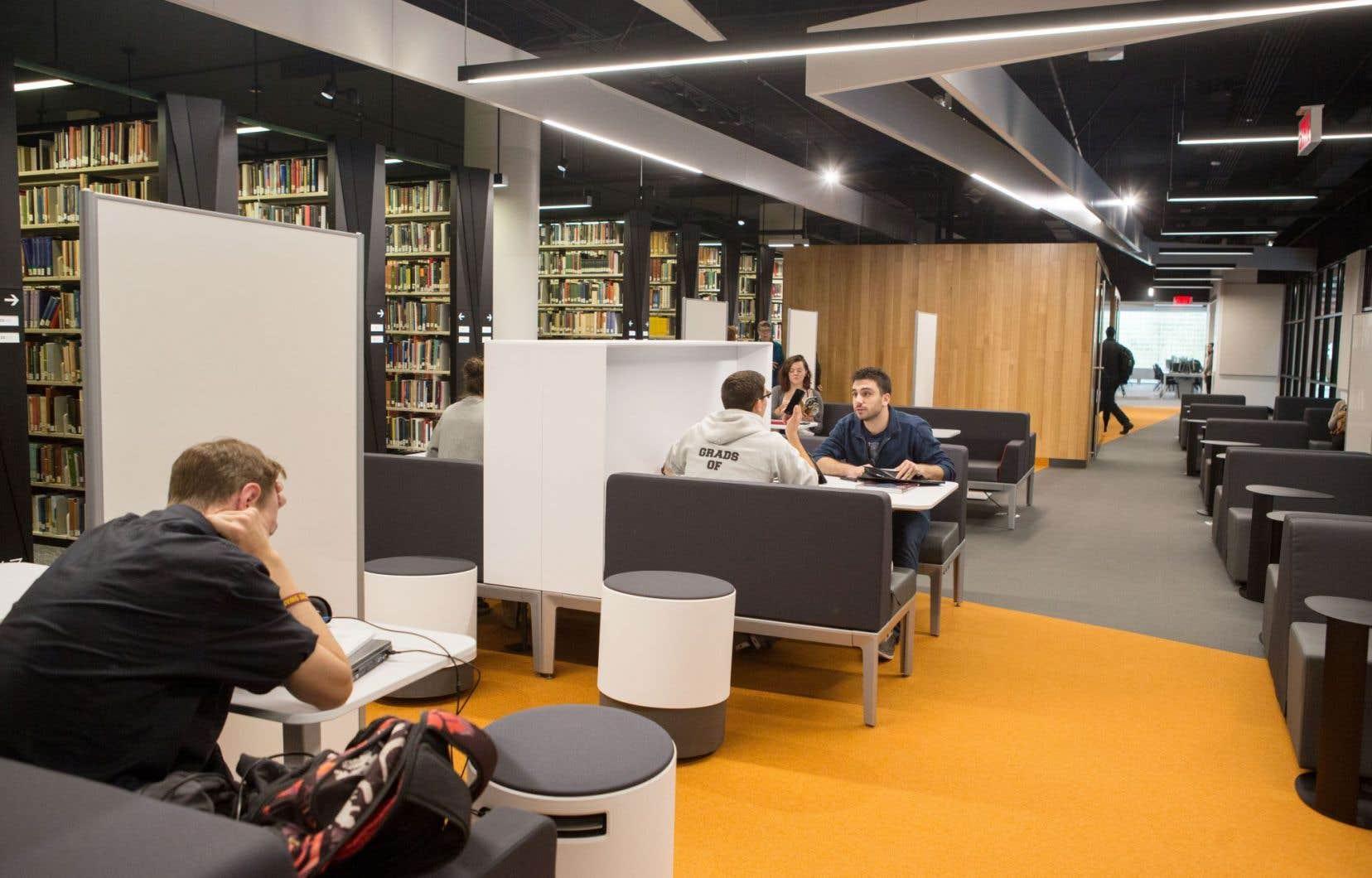 La bibliothèque Webster a subi des rénovations majeures et sa transformation ne sera achevée qu'en 2017.