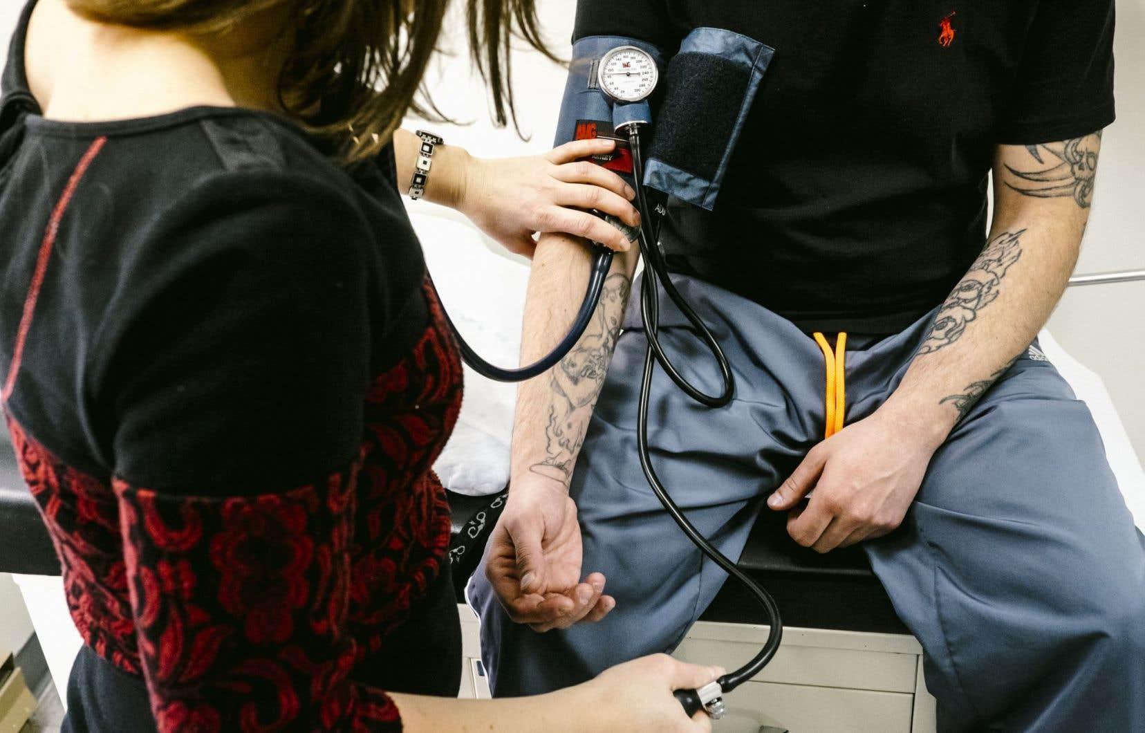 À court terme, les infirmières pourront également prescrire des analyses de laboratoire, des médicaments pour le traitement des plaies ou d'autres pour cesser de fumer.