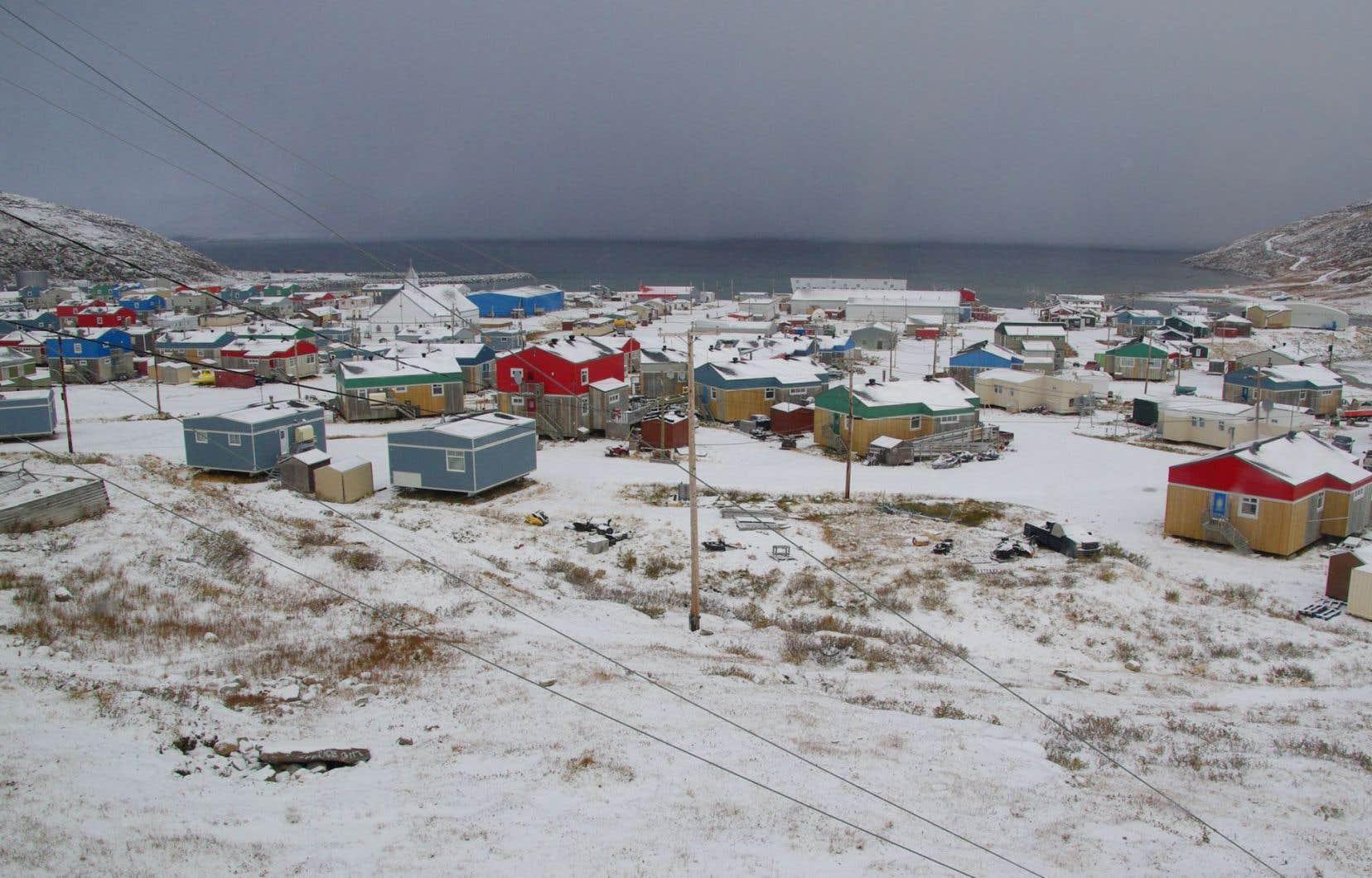 Salluit compte environ 1500 habitants.