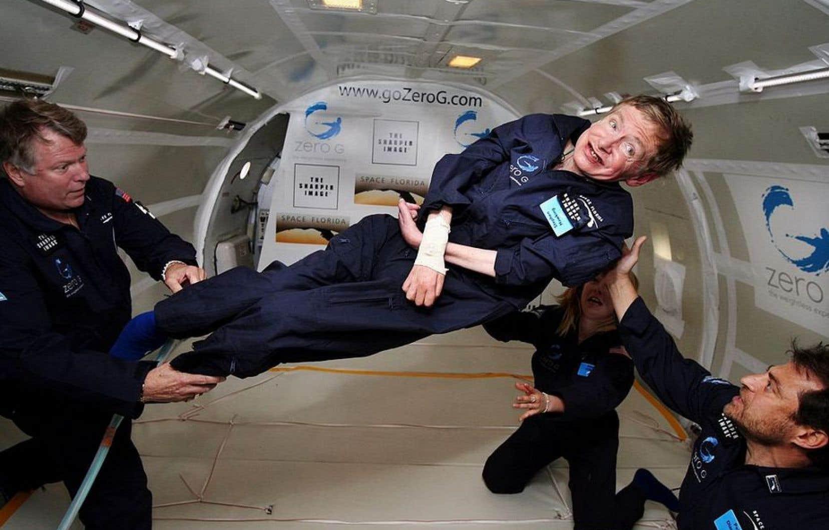 En 2007, Stephen Hawking s'est envoyé en l'air lors d'un vol parabolique sans gravité.