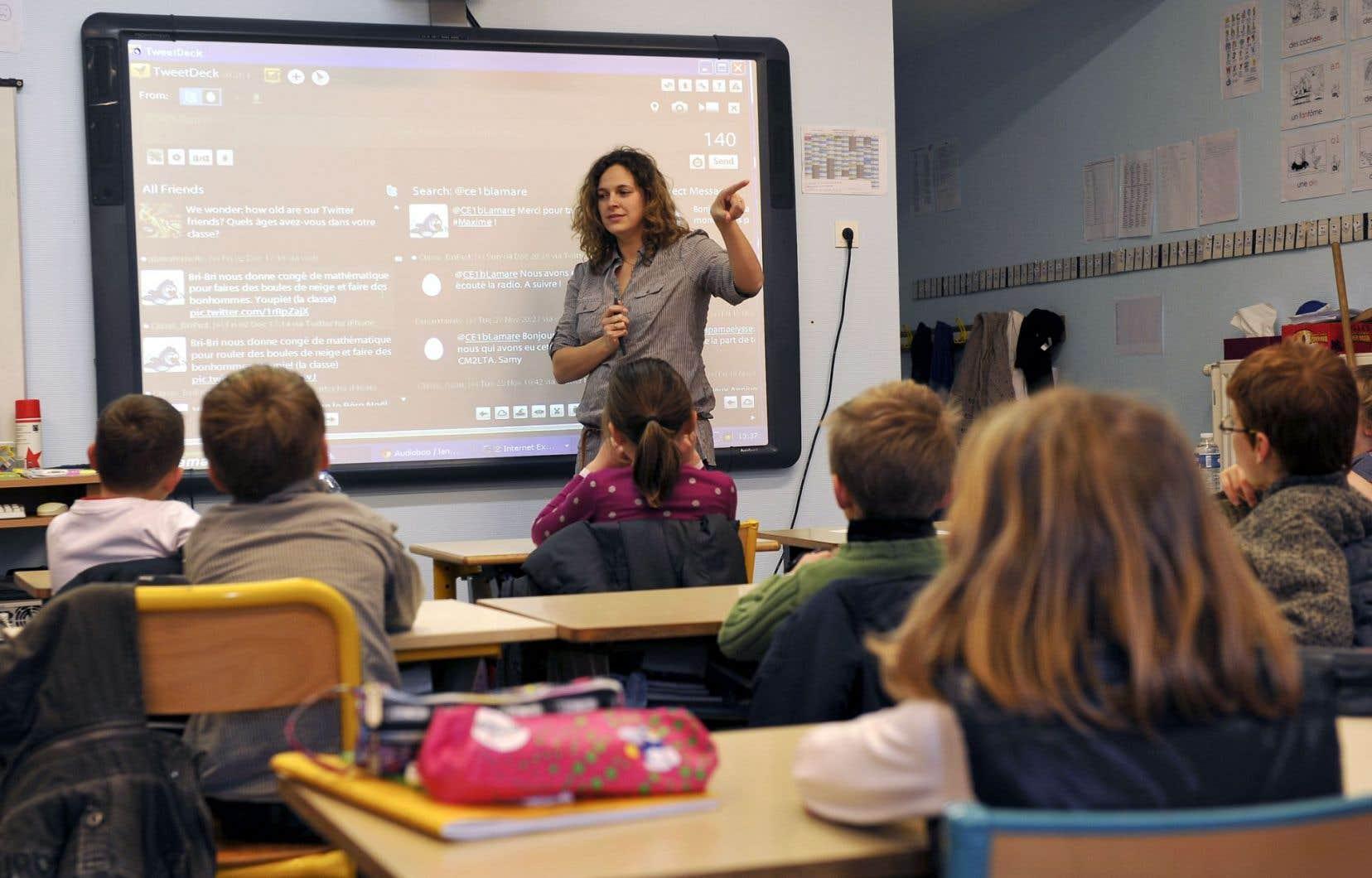 Les TIC se présenteraient comme ce cheval de Troie qui serviraient à casser, à mettre au pas et à dénaturer le rôle fondamental de l'enseignant.