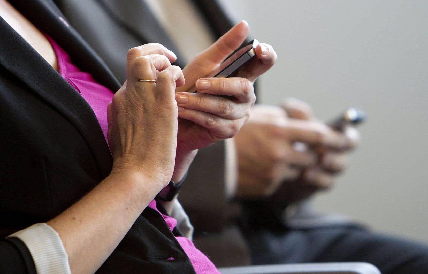 Les nouveaux joueurs sur le marché de l'investissement visent une clientèle âgée entre 25 et 45 ans qui va préférer texter que de rencontrer son conseiller financier.