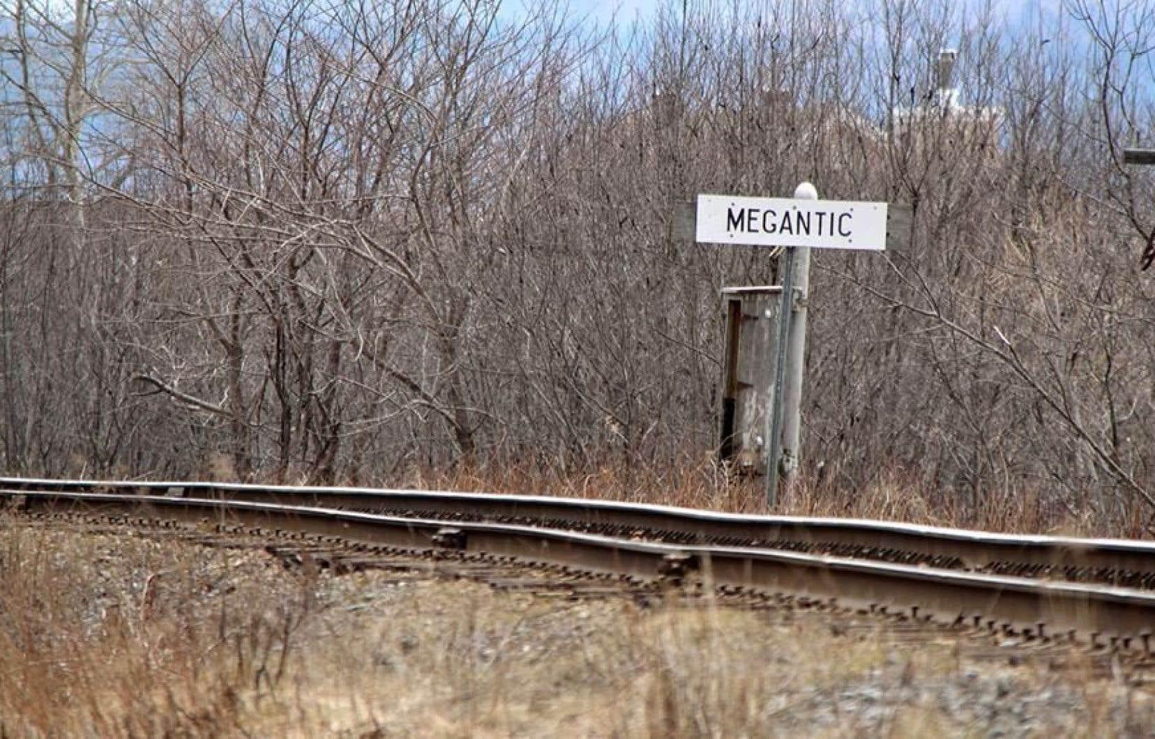 Le printemps dernier, presque deux ans après la catastrophe ferroviaire, Robert Bellefleur a constaté et documenté l'«état lamentable» dans lequel se trouve la voie située à deux pas de chez lui.