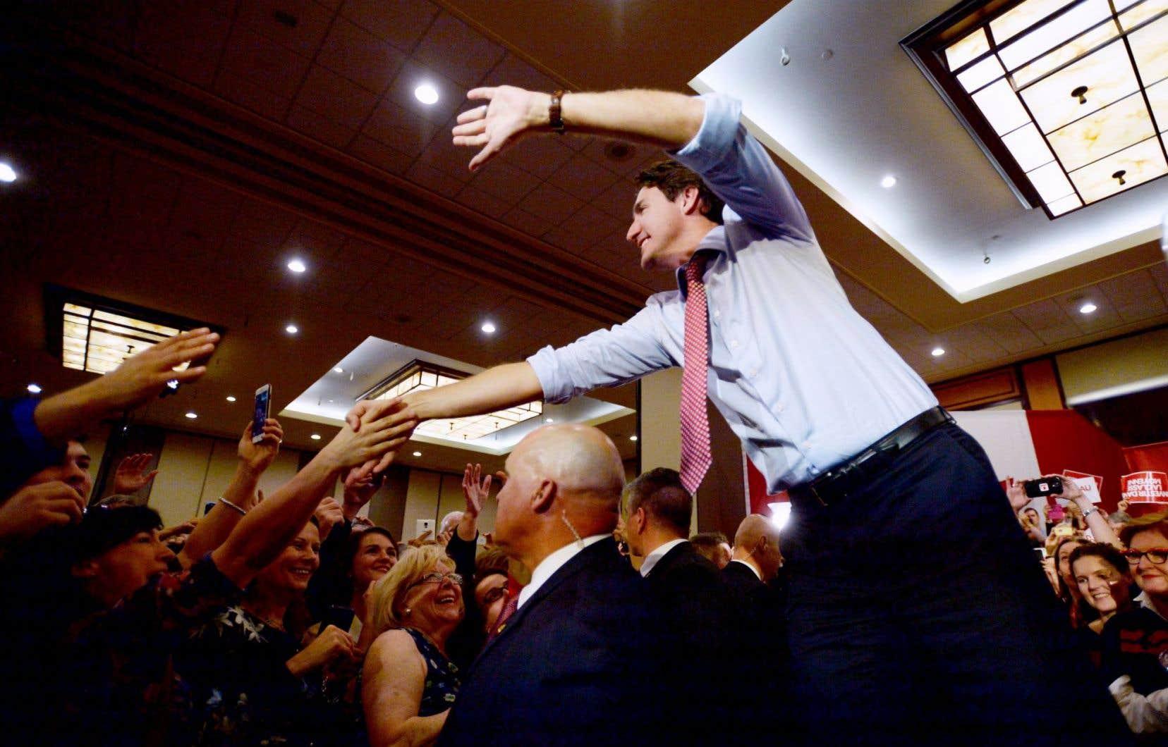 Après un bain de foule en matinée dans le métro de Montréal, le premier ministre désigné du Canada, Justin Trudeau, a pris la direction d'Ottawa où il participé à un rassemblement de militants libéraux.