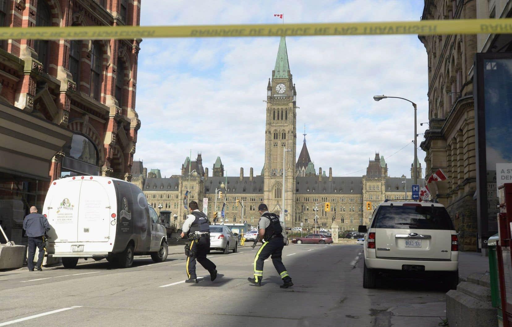 Déploiement policier près du parlement le 22 octobre 2014