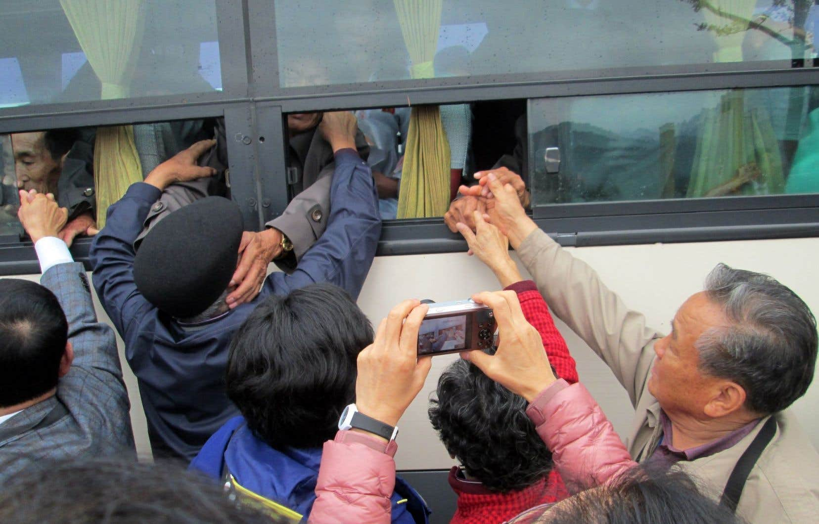 La réunion de quelques familles séparées par le conflit entre les Corées du Sud et du Nord ne dure que 12 heures.