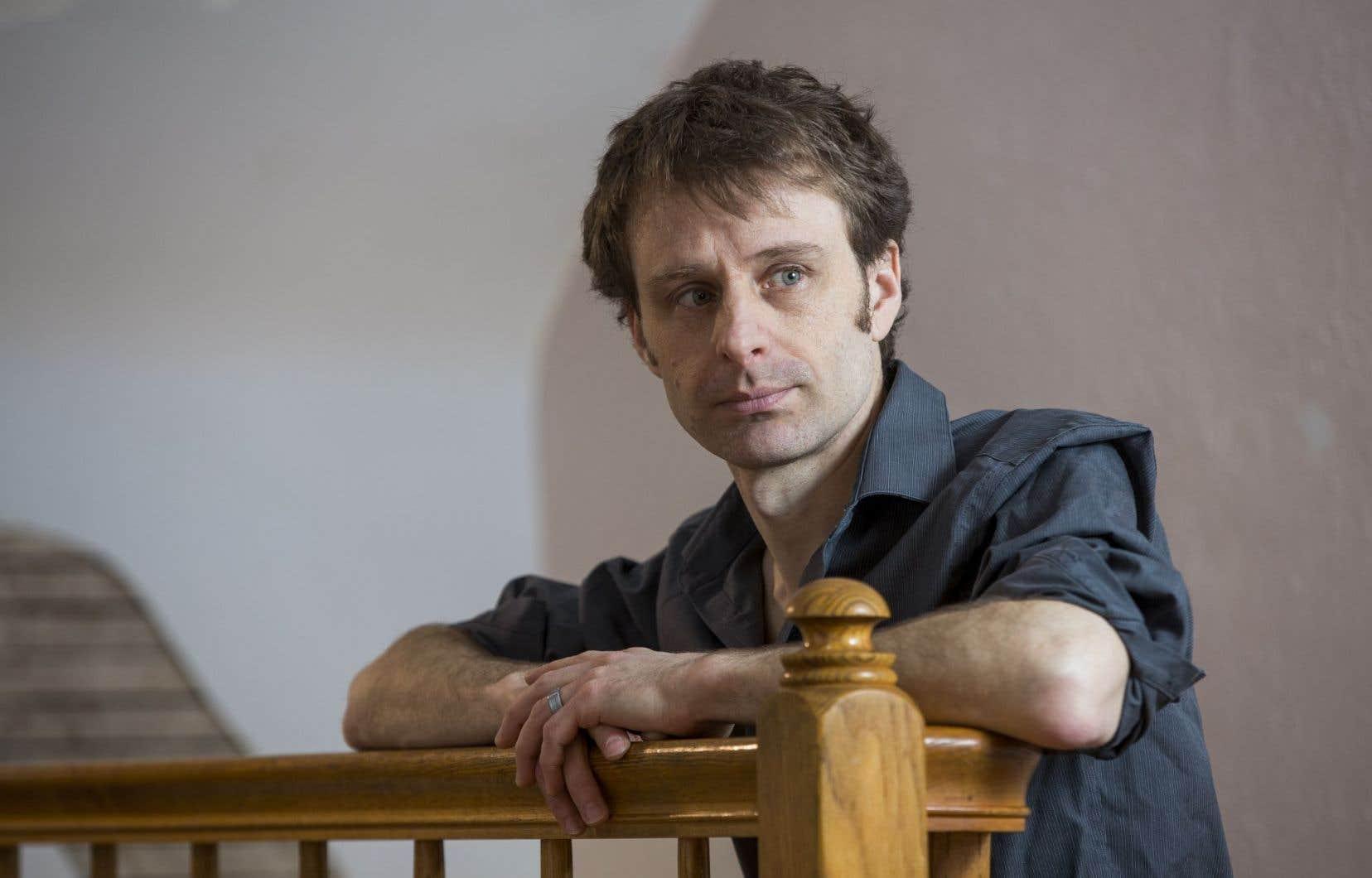 Nicolas Dickner remporte un prix pour <em>Six degrés de liberté</em>.