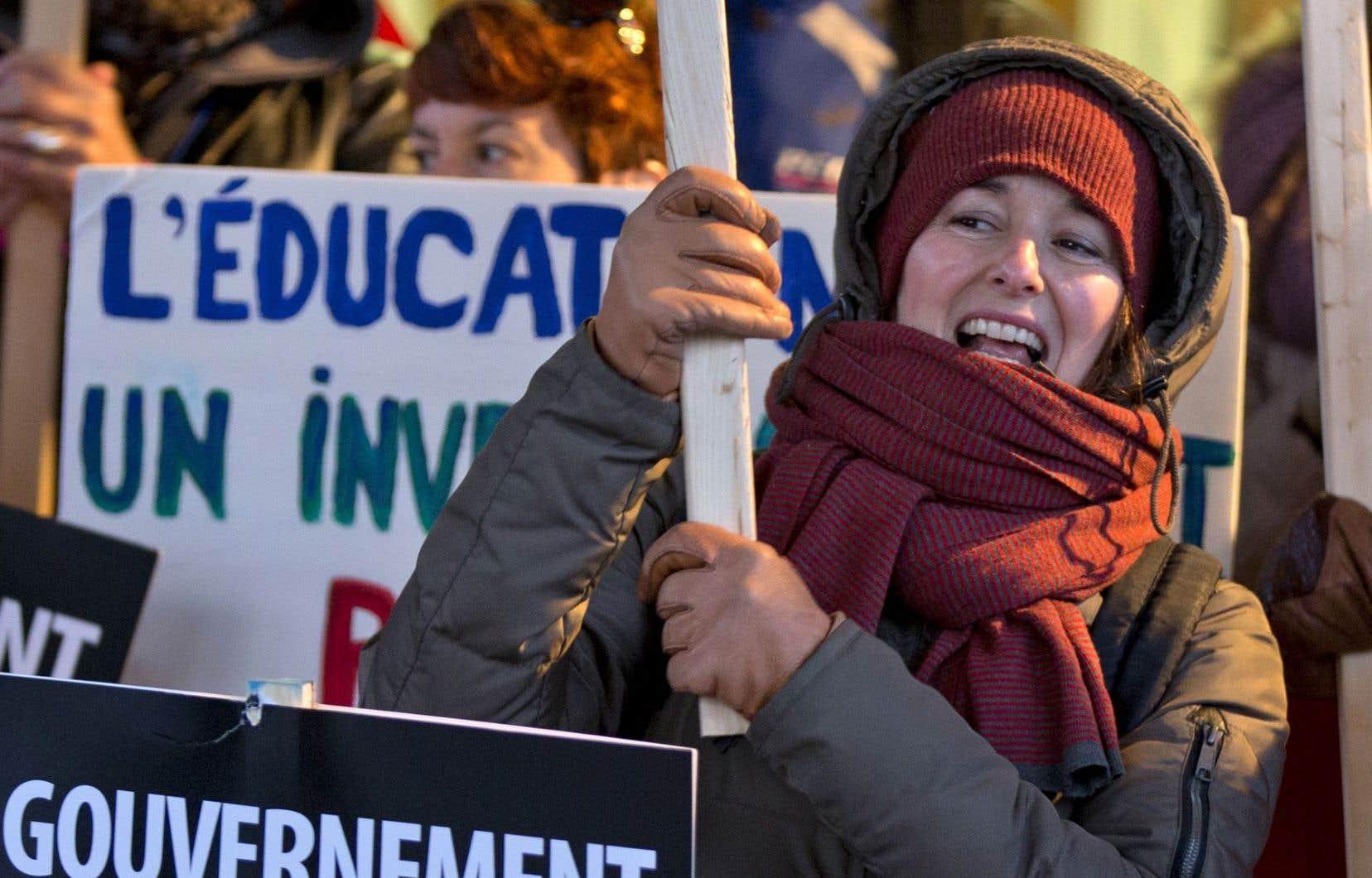 En raison de la grève, tous les services aux élèves, jeunes et adultes, incluant le transport scolaire et les services de garde, sont annulés mercredi et jeudi