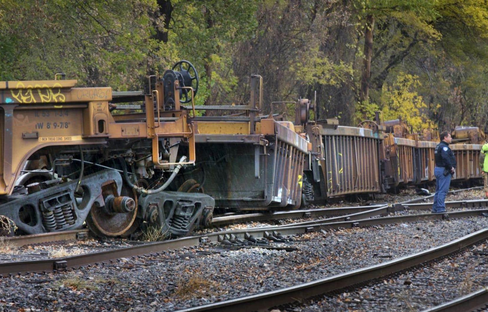 Un important déraillement est survenu jeudi dans l'est de Montréal. Les wagons étaient vides au moment de l'incident.