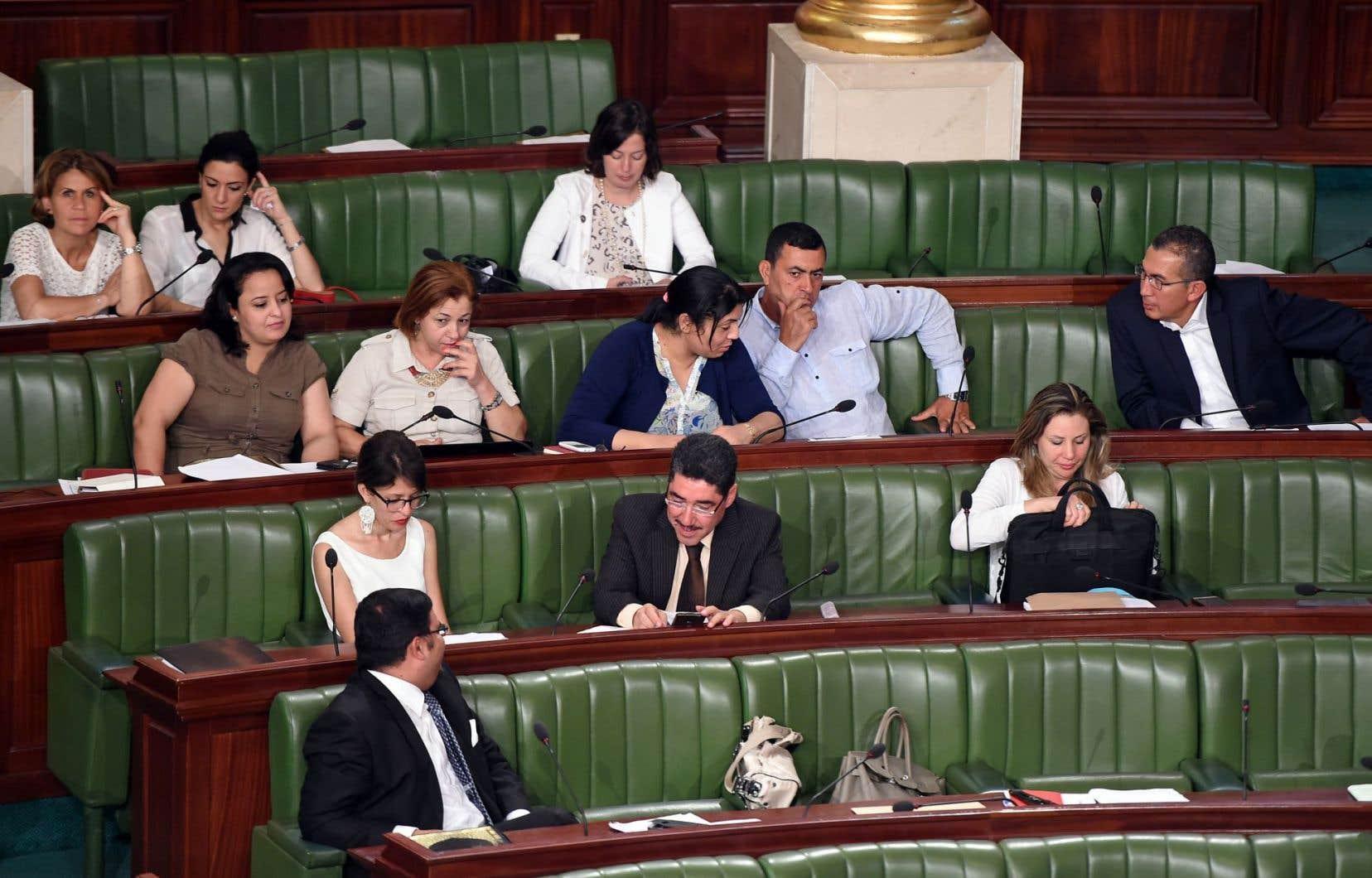 Des députés tunisiens lors d'une séance parlementaire en juillet 2015