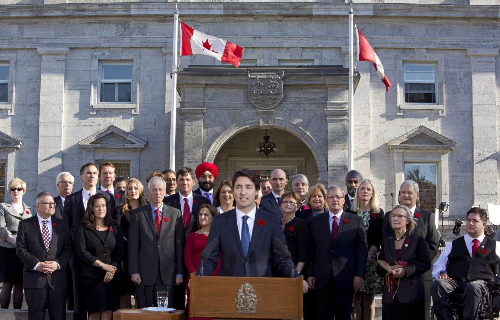 Du sang neuf, une nouvelle génération et des gens d'expérience forment le premier cabinet du premier ministre Trudeau.