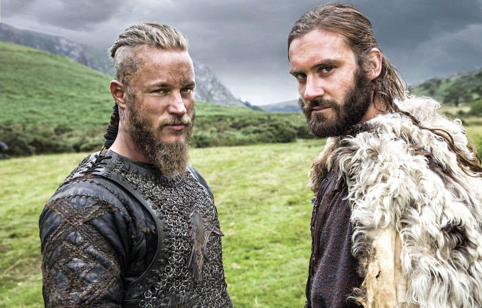 «Vikings» suit le parcours du roi scandinave semi-légendaire Ragnar Lothbrok (à gauche) et de son frère Rollo, interprétés respectivement par Travis Fimmel et Clive Standen.