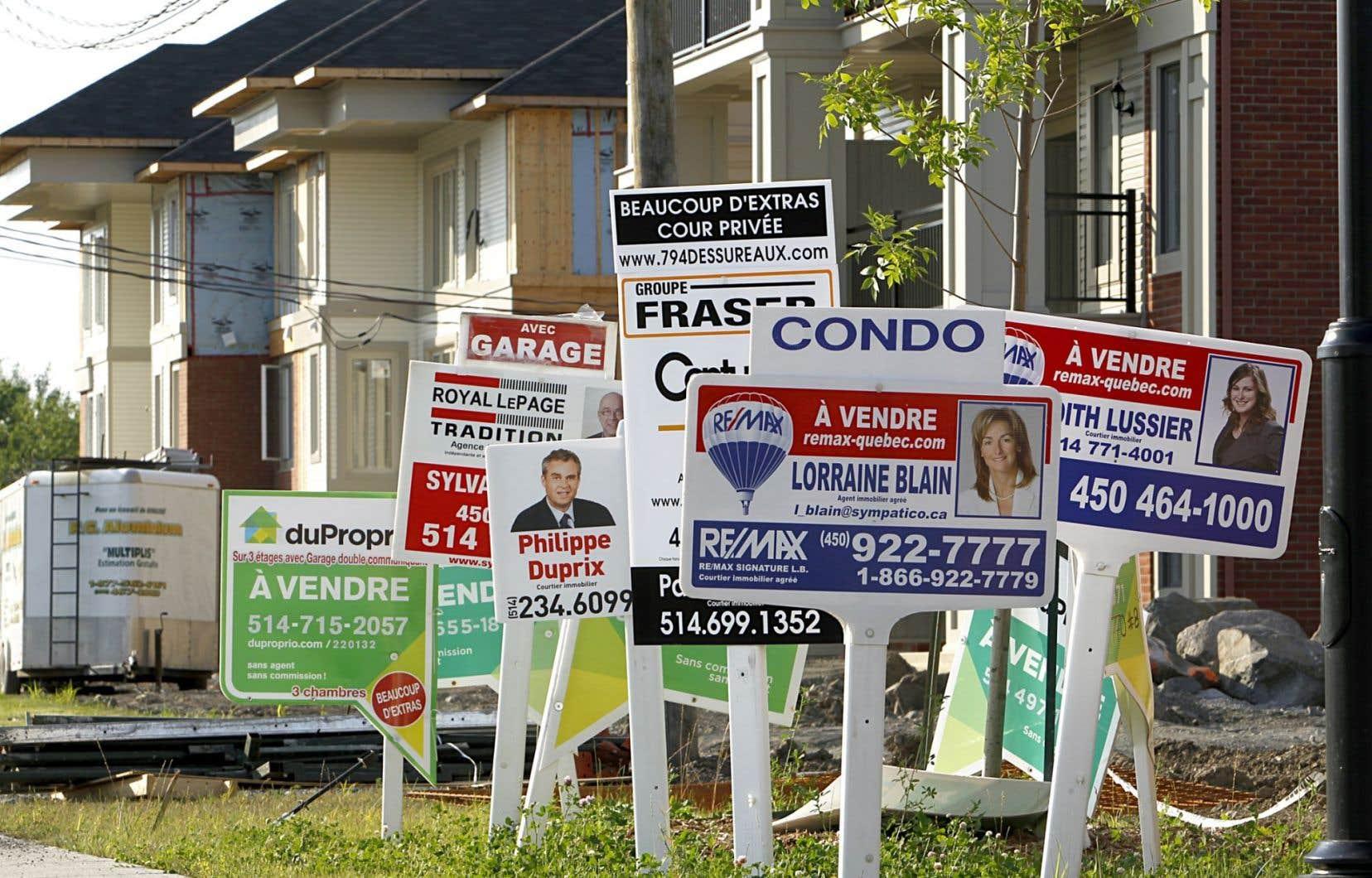 Une dégringolade des prix immobiliers frapperait disproportionnellement les jeunes familles, conclut une étude du Centre canadien de politiques alternatives dévoilée lundi.