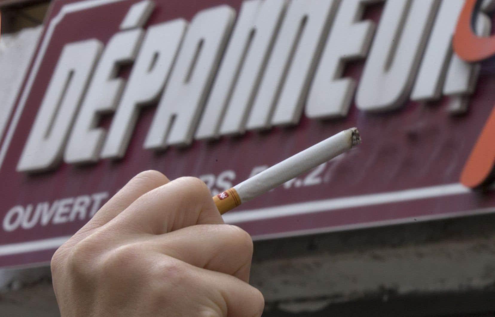 Récemment, <em>Le Devoir </em>révélait que ces programmes mettaient de nombreux détaillants sous pression et les poussait, dans certains cas, à écouler les paquets de cigarettes encore moins chers (donc à perte) pour conserver leurs contrats avec les compagnies.