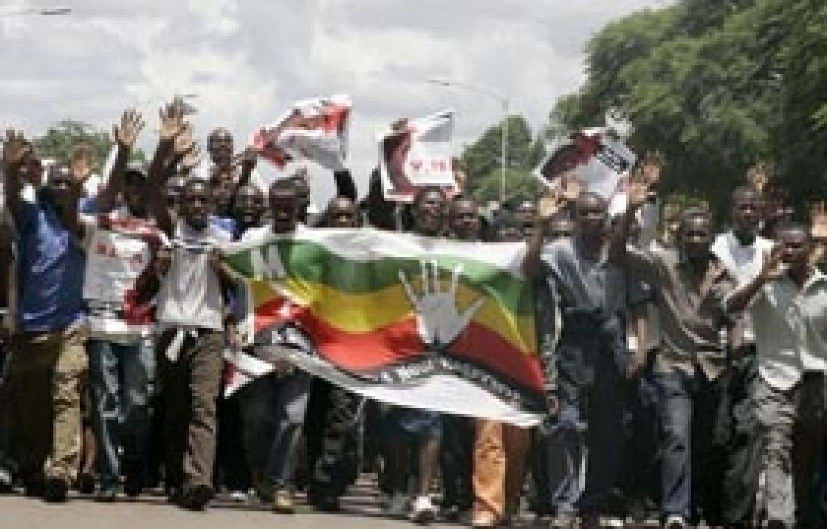 Des partisans du premier ministre Tsvangirai se sont rendus à sa résidence hier.
