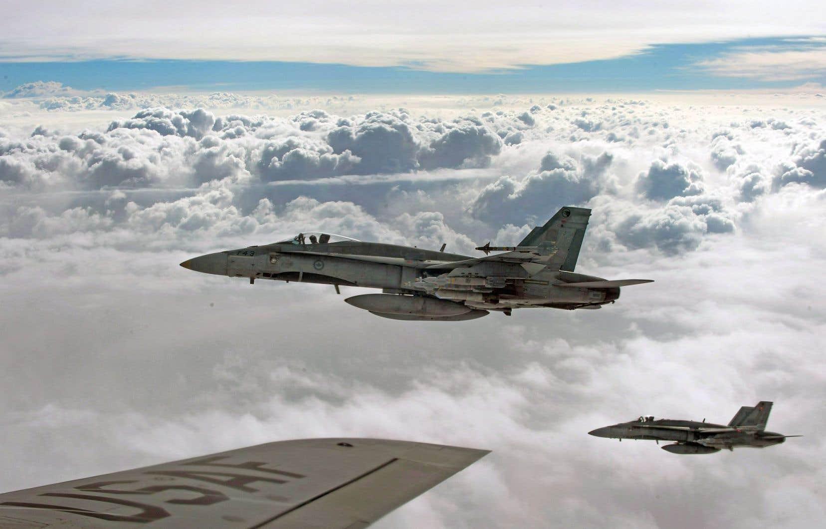 Ravitaillement en vol de CF-18 canadiens au-dessus de l'Irak