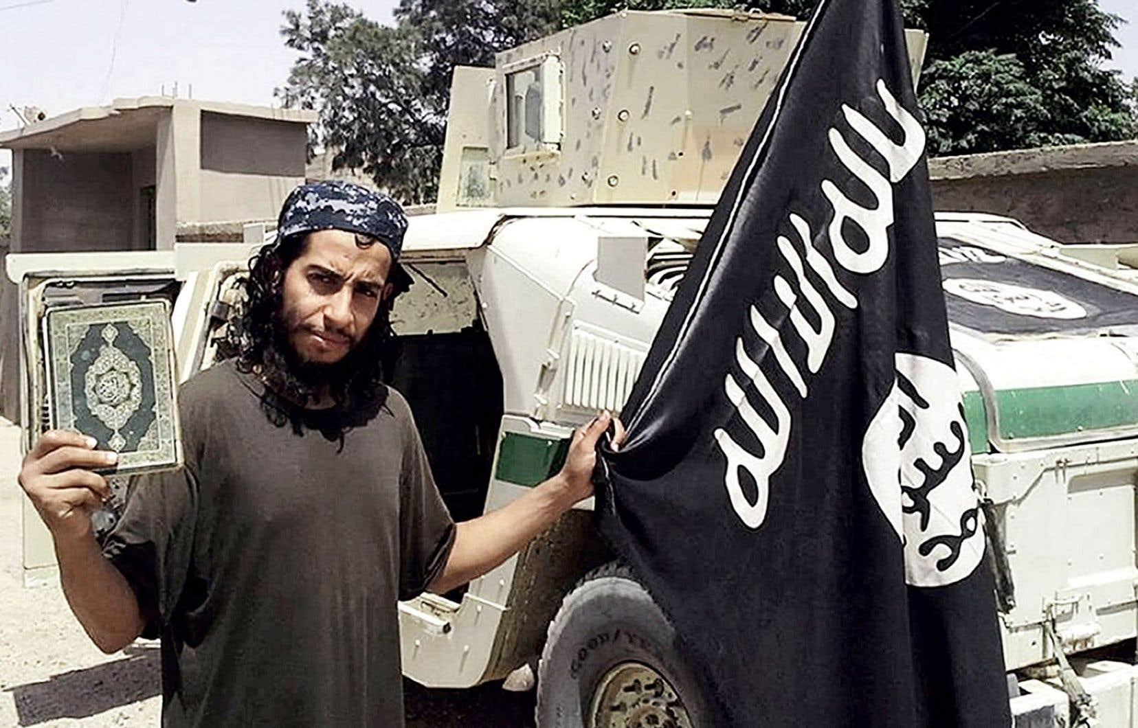 Cette photo d'Abdelhamid Abaaoud, organisateur présumé des attentats du 13novembre à Paris, avait été publiée dans l'édition no7, de février2015, du magazine «Dabiq» du groupe armé État islamique.