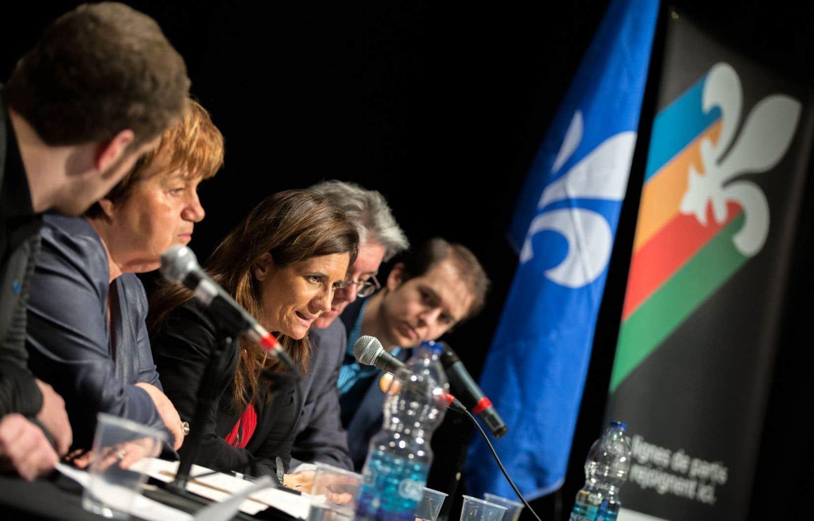 Ancienne députée de la gauche catalane et analyste politique, Gemma Calvet (au centre) était au panel multipartite sur la souveraineté, dimanche.