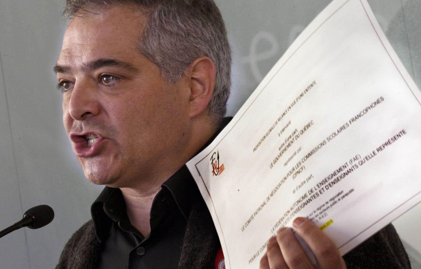 Le président de la FAE, Sylvain Mallette, a rencontré la presse, lundi à Montréal.