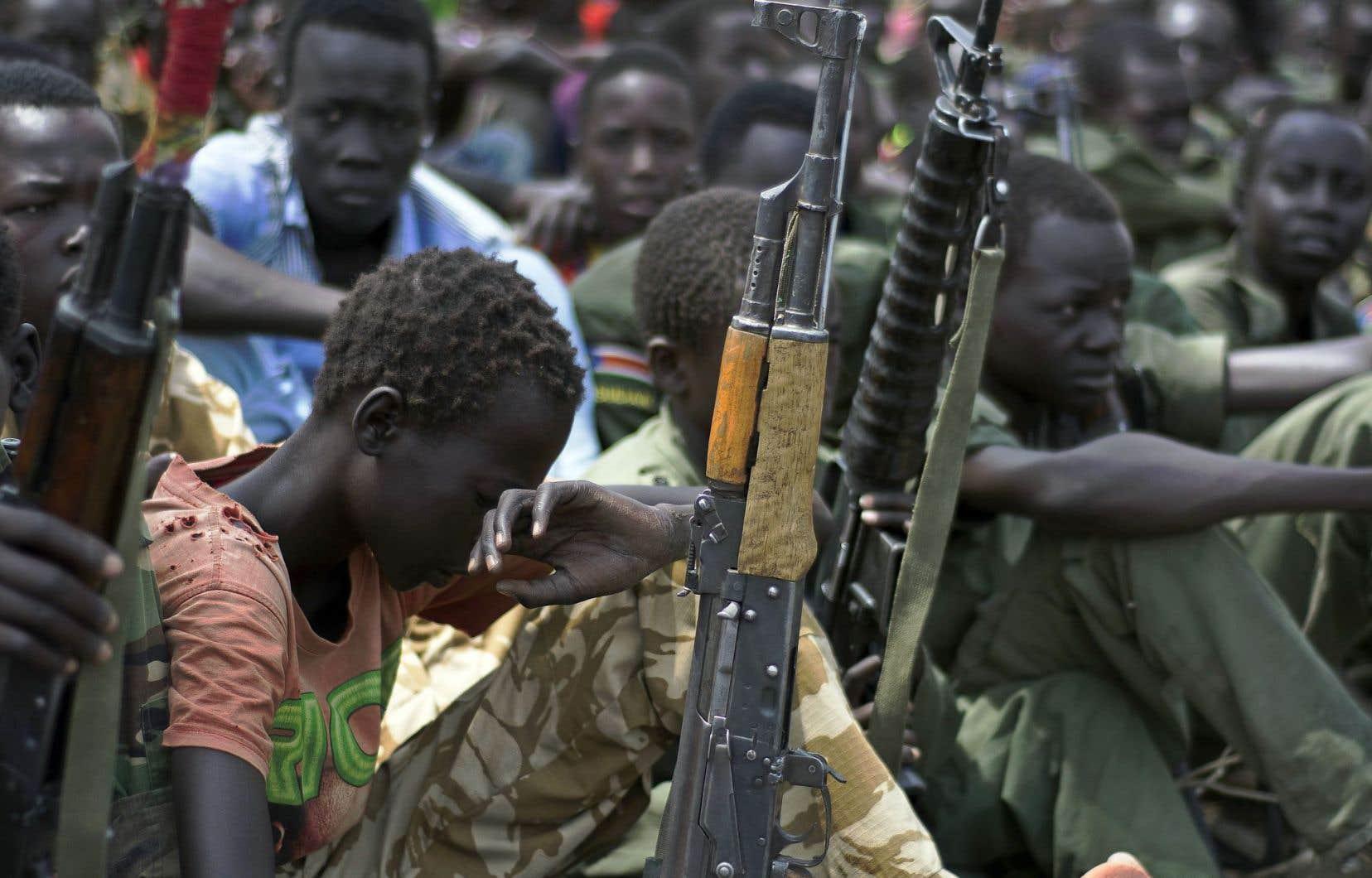 Les enfants sont affectés à des rôles de combat, mais peuvent aussi être utilisés à des fins sexuelles ou comme porteurs de messages.