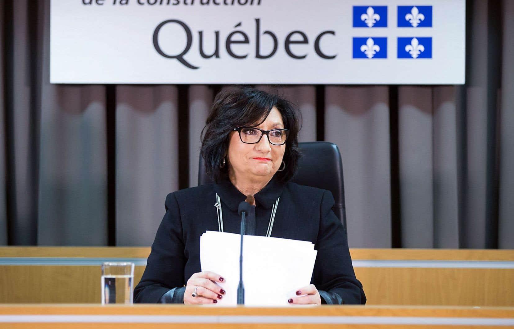 La juge France Charbonneau lors de la présentation du rapport de la Commission
