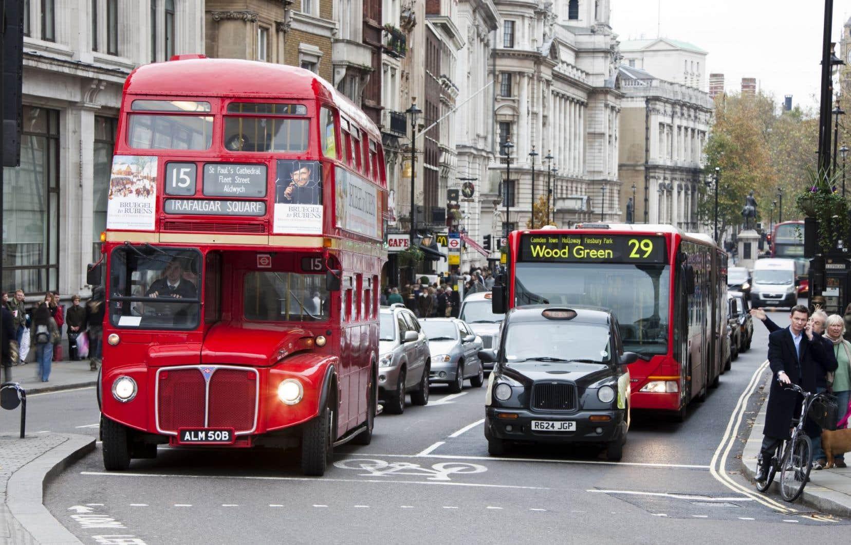 Une rue animée du centre-ville de la capitale anglaise où on a réussi à réduire considérablement la circulation automobile.