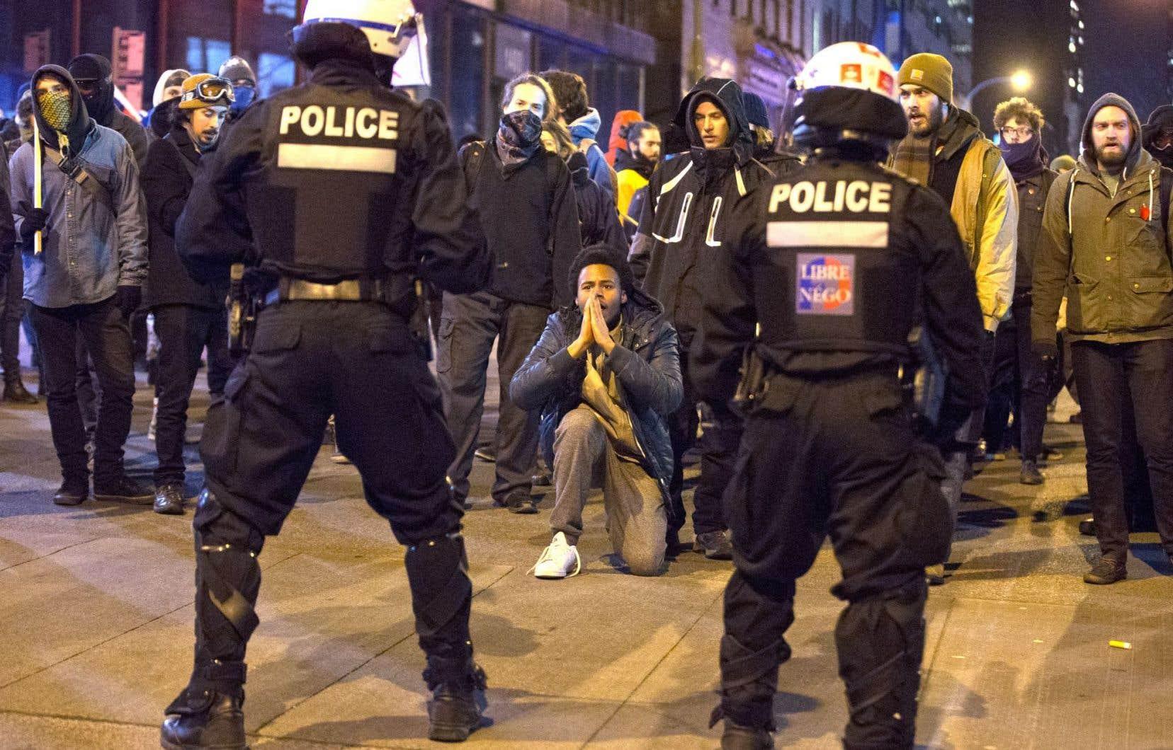 Matraques et gaz lacrymogènes ont mis fin à une manifestation mouvementée contre l'austérité, lundi soir à Montréal.