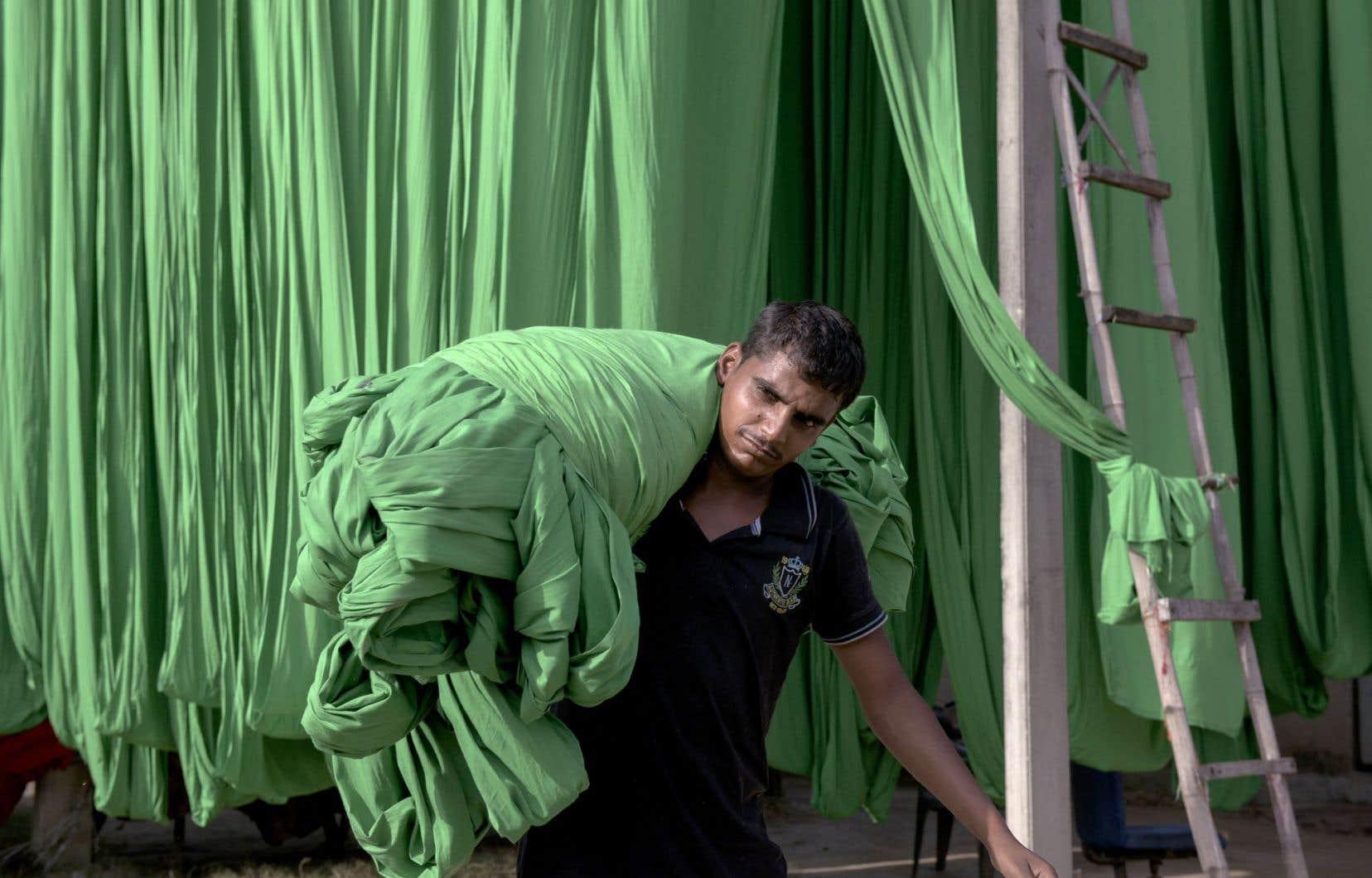 Les pays en développement produisent des biens consommés dans les pays riches. Ci-dessus, une usine de textile dans le Rajasthan, en Inde.