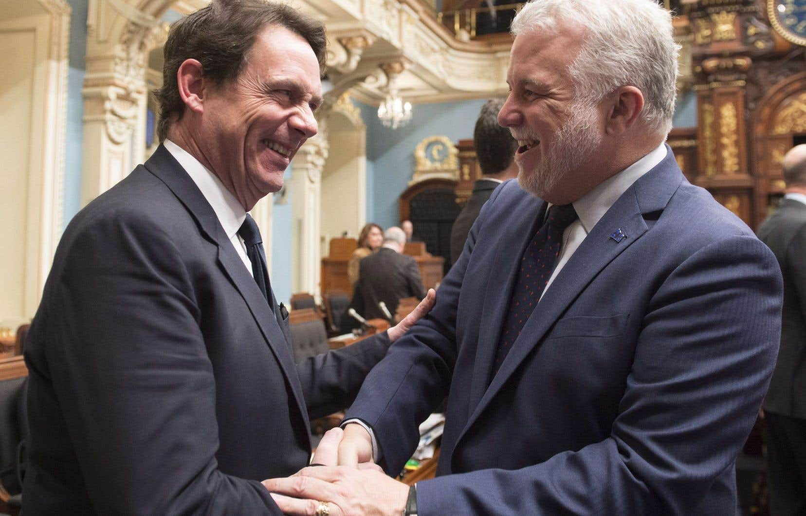 Au Québec, c'est «l'austérité partout […] sauf pour les collègues médecins du premier ministre et de son ministre de la Santé», a dénoncé le chef péquiste, Pierre Karl Péladeau.