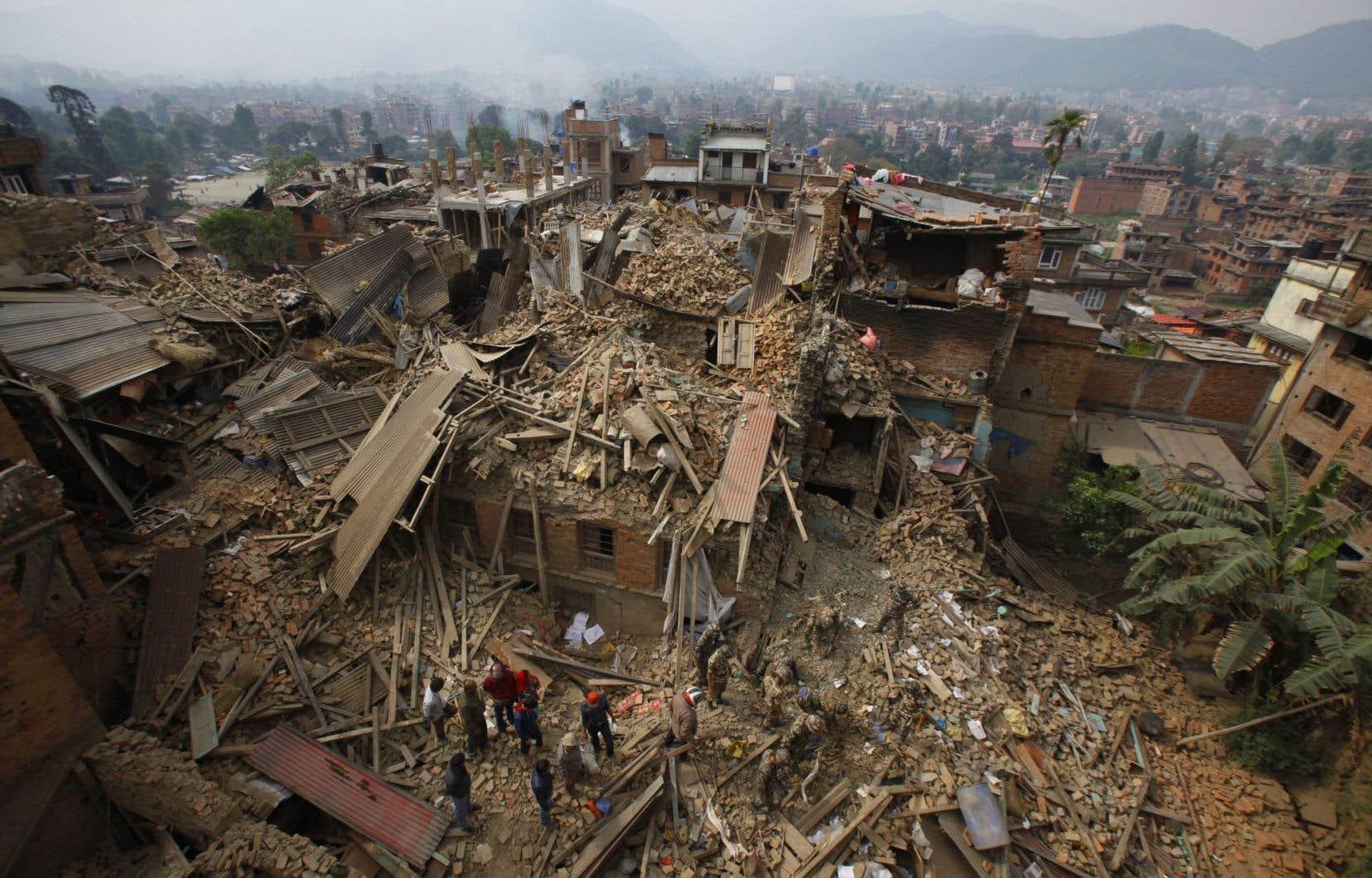 Le tremblement de terre survenu en avril au Népal a engendré des pertes de plus de 6milliards de dollars américains, mais des coûts de seulement 160millions.