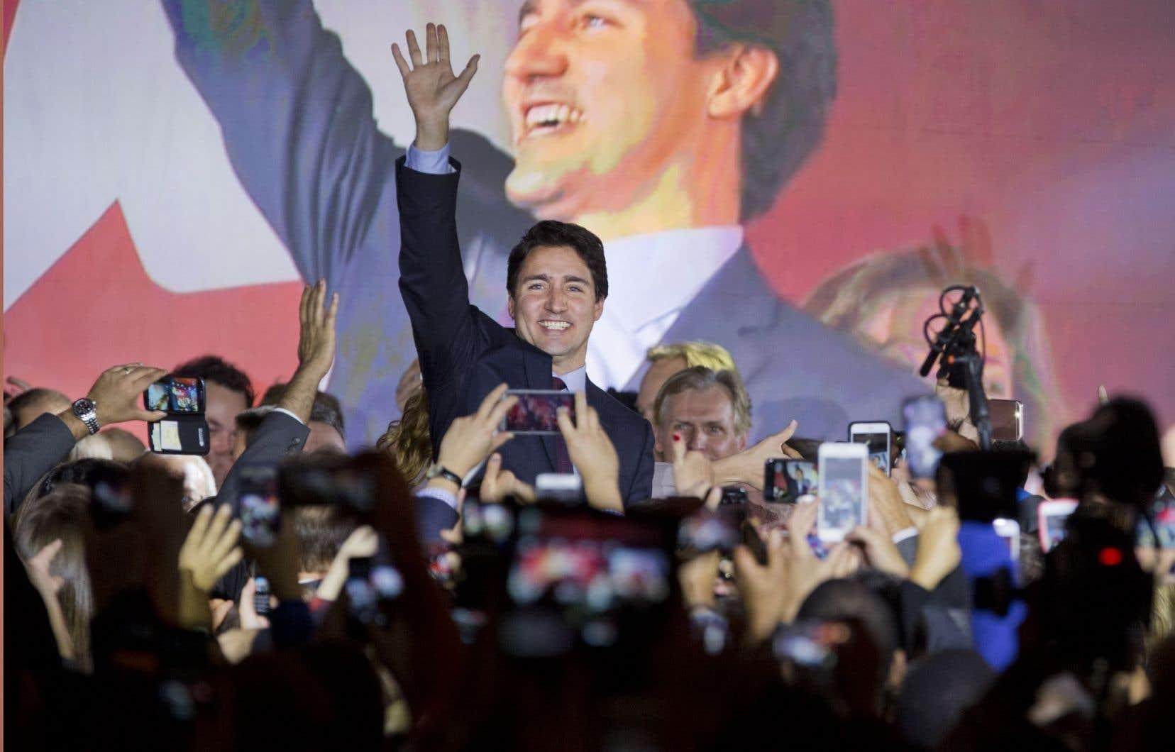 Justin Trudeau a obtenu une victoire électorale éclatante après avoir remonté la pente dans les sondages.