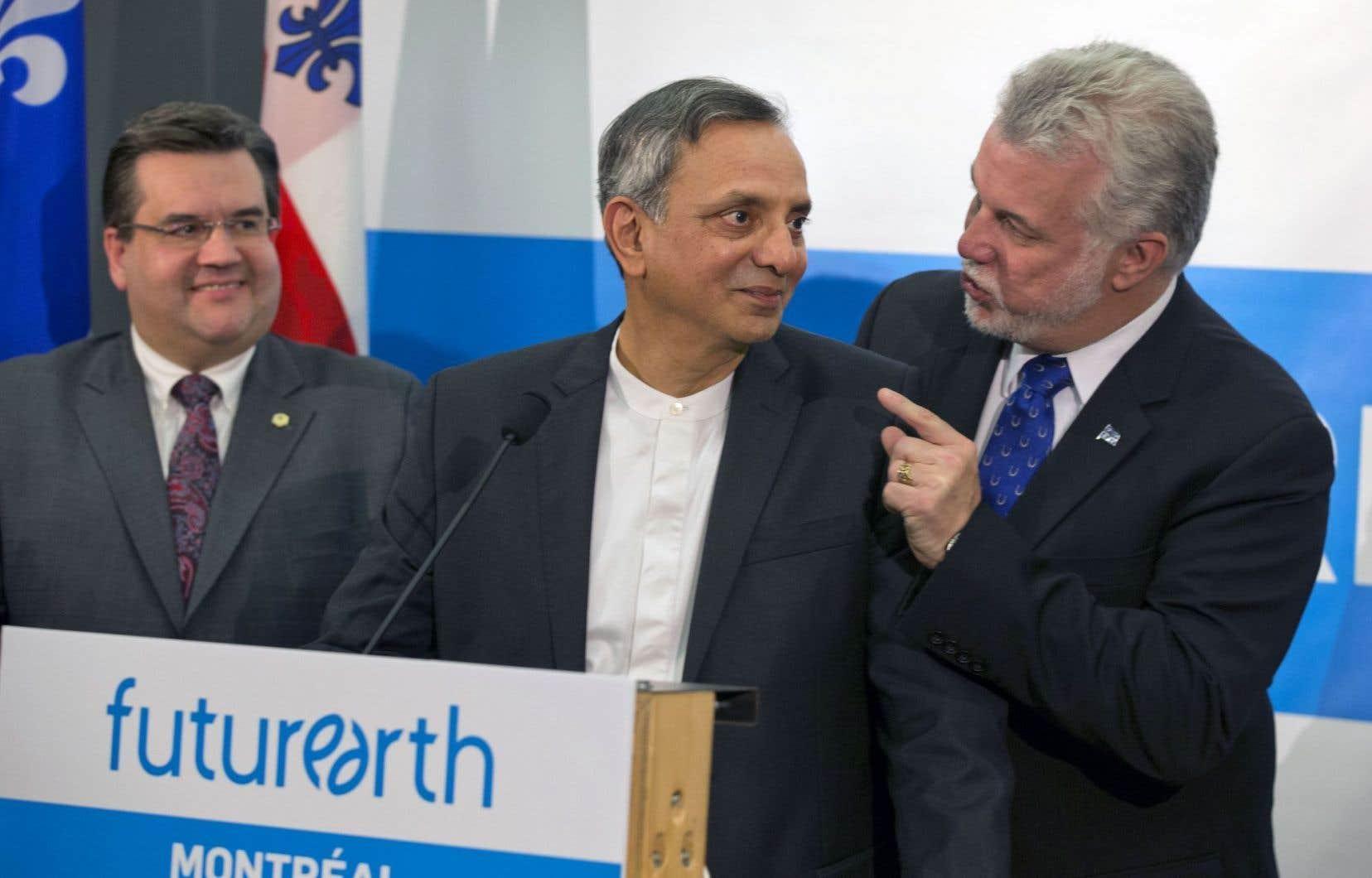 Le maire de Montréal, Denis Coderre,le chercheur Paul Shrivastava de l'Université Concordia, et le premier ministre du Québec, Philippe Couillard
