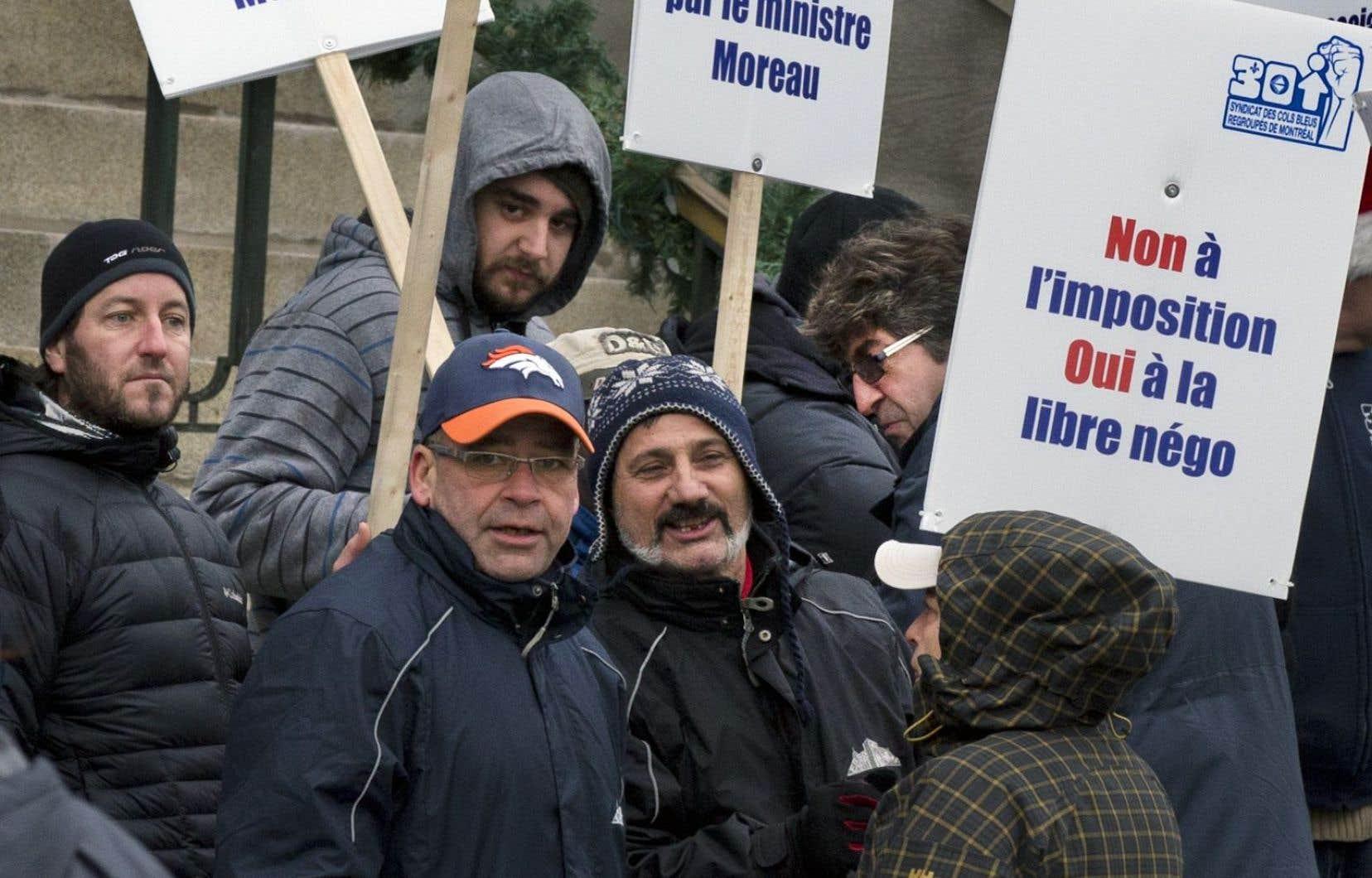 Plus de 50 % des employés sont suspendus dans certains secteurs de la ville.