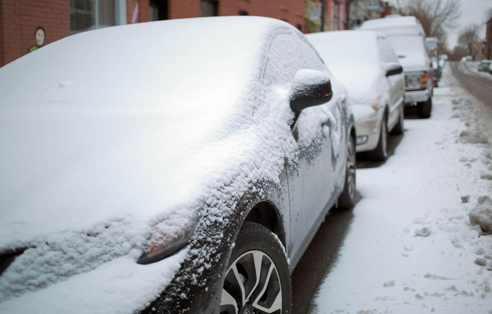 La neige a compliqué les déplacements à certains endroits.